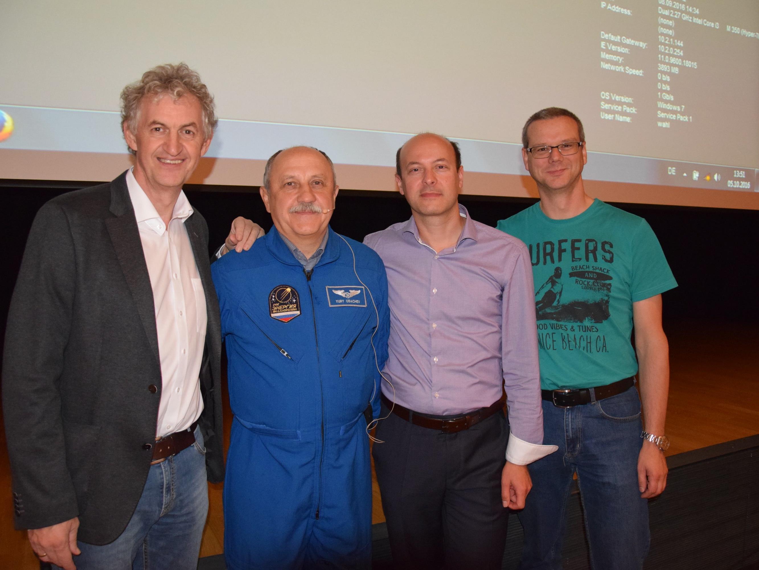 v.l.n.r. Dir. Edgar Natter, Kosmonaut Juri Ussatschow, Harald Fauland (Österr. Weltraum Forum), Kuno Sandholzer