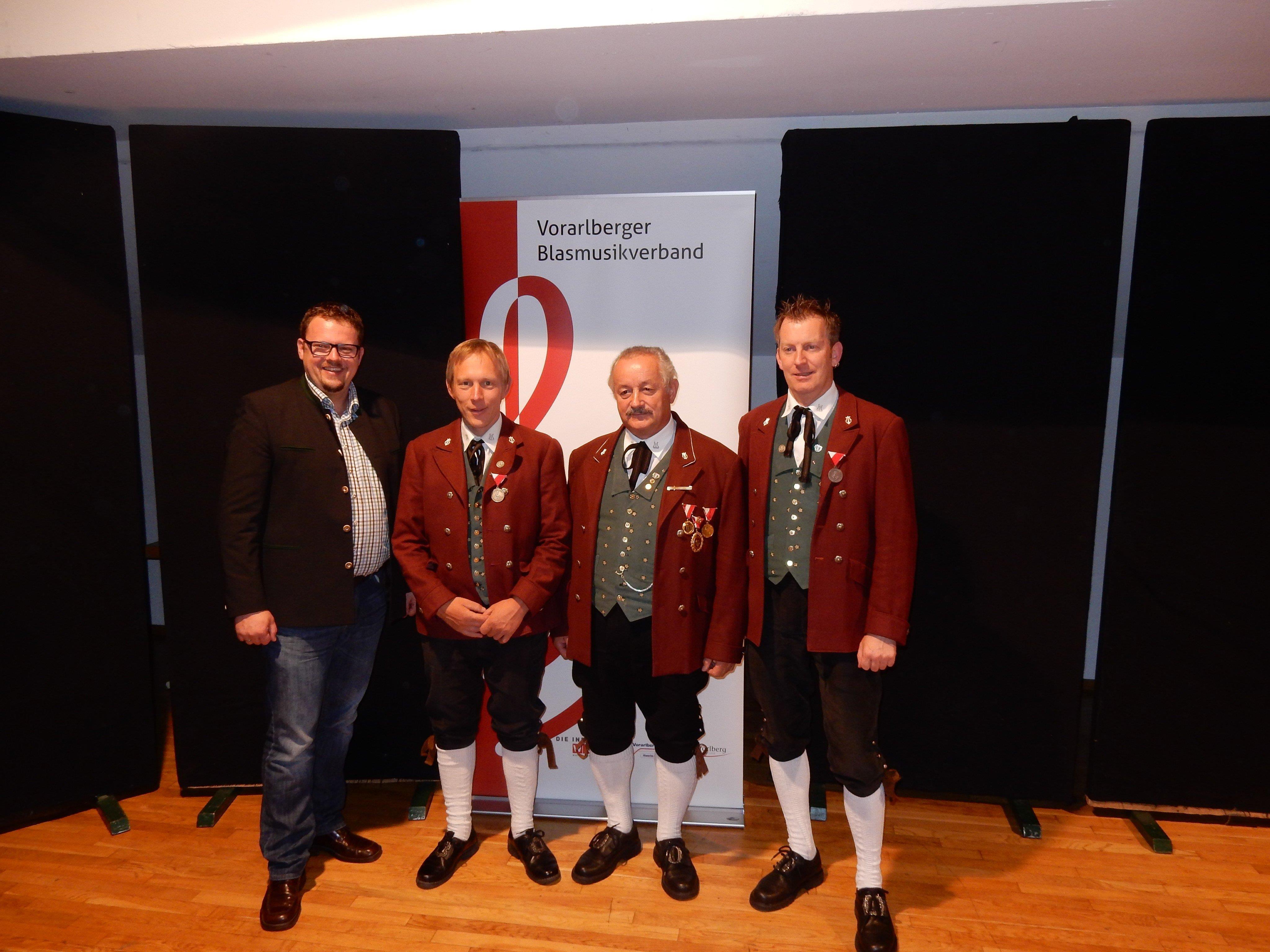 v.li.: Bgm. Matthias Luger, Bernhard Vierhauser, Willi Bitschnau und Gerhard Walch