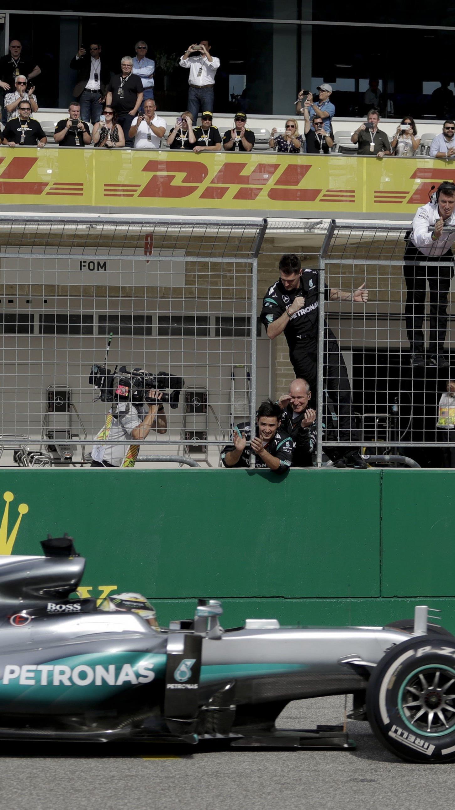 Mit seinem insgesamt 50. Grand-Prix-Sieg holt Lewis Hamilton wieder auf WM-Spitzenreiter Nico Rosberg auf.