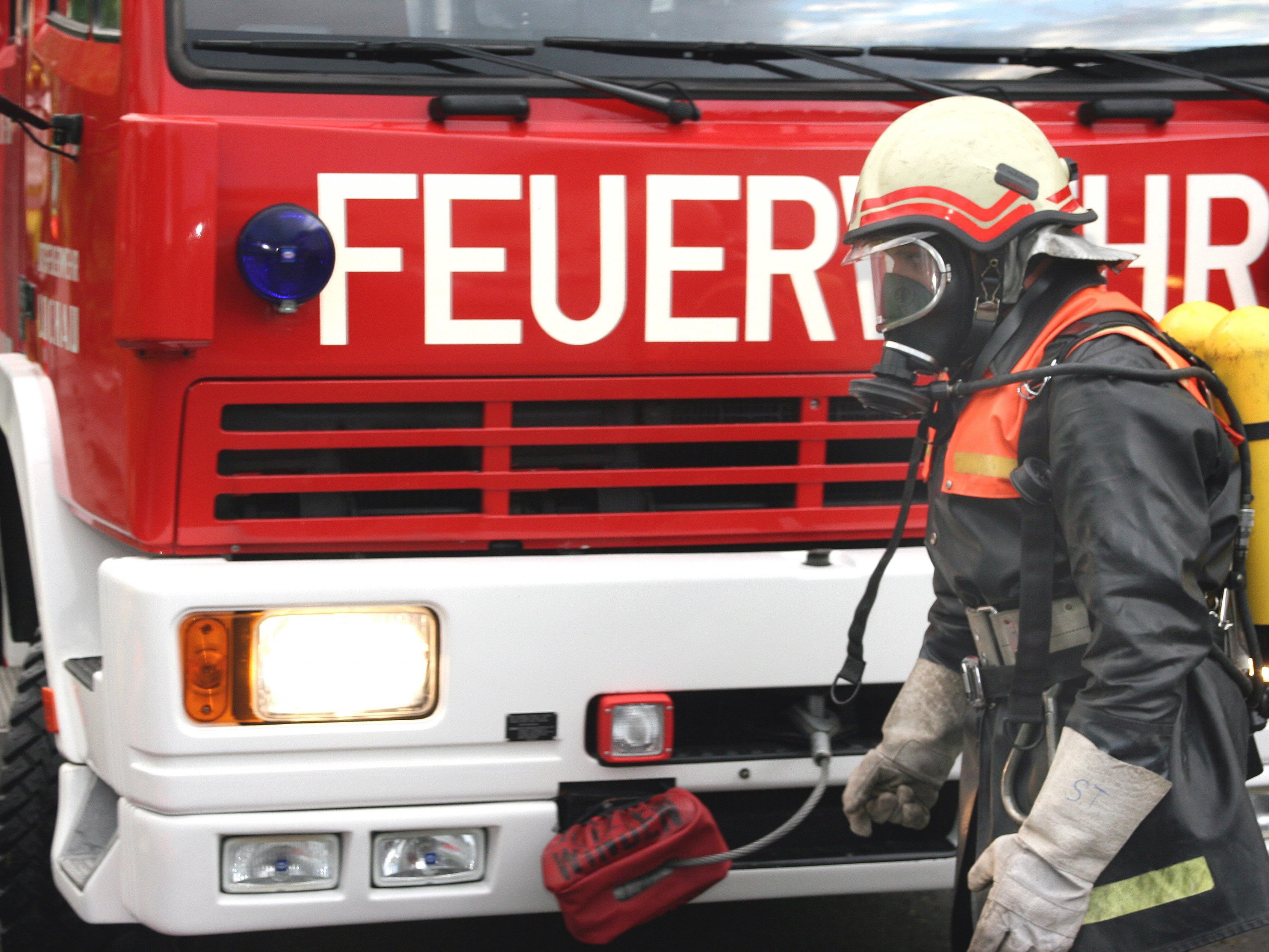 Die Feuerwehr Lustenau konnte das Ausgebrannte Wrack rasch löschen.d