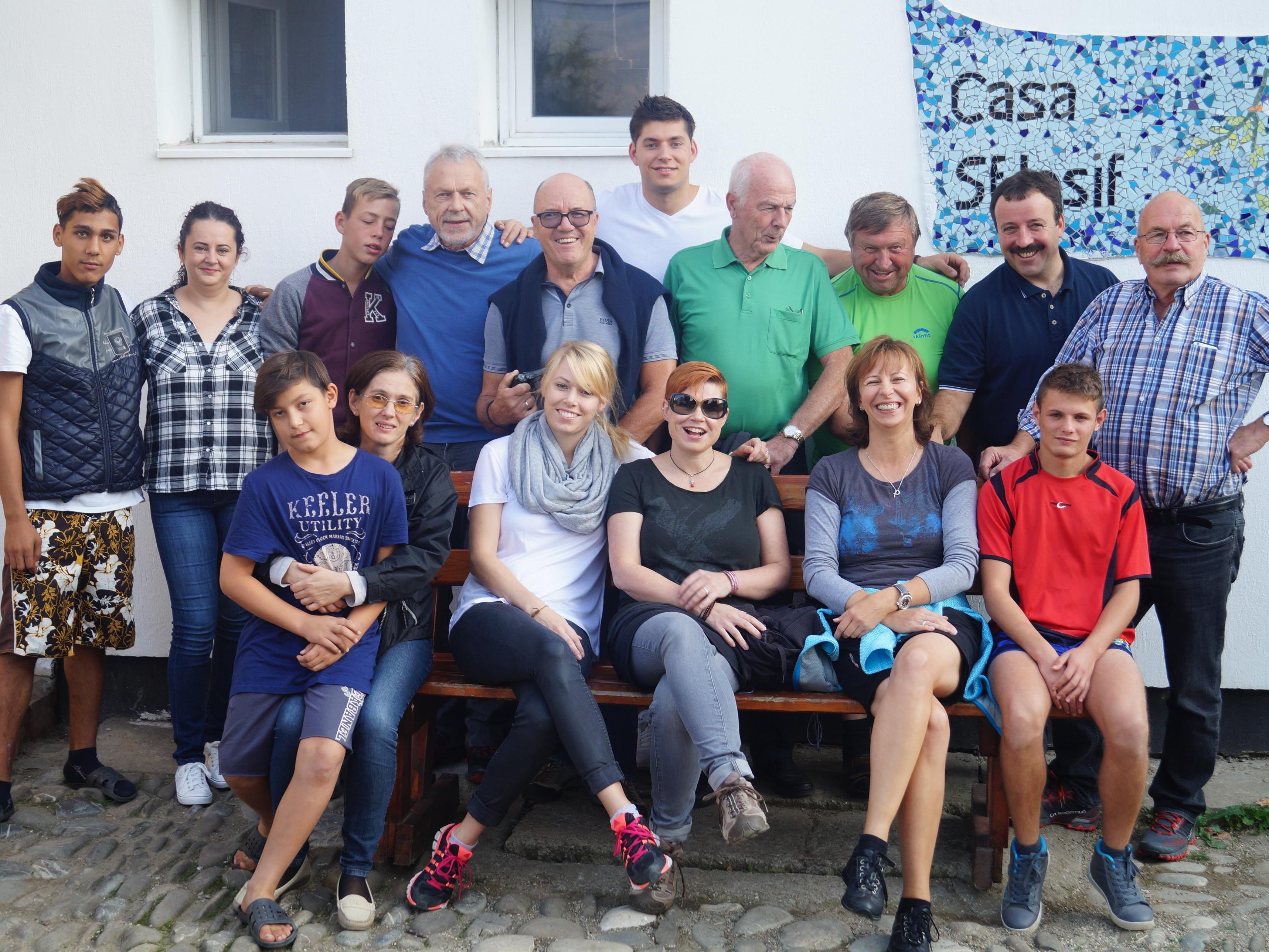 Die Beteiligten am 6. Hilfsgütertransport mit Kindern und Jugendlichen
