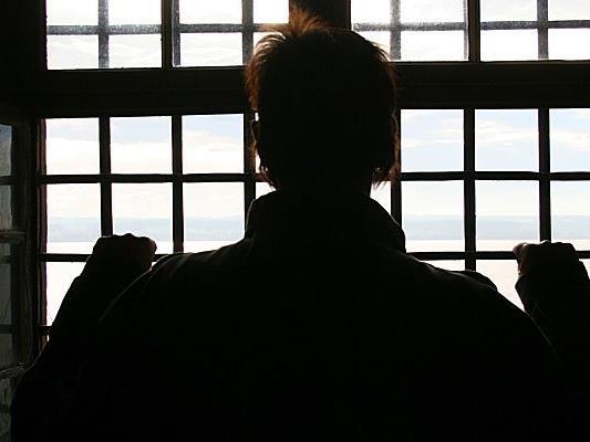 Für den Banküberfall im Juni in Hohenems muss der Mann viereinhalb Jahre in Haft.