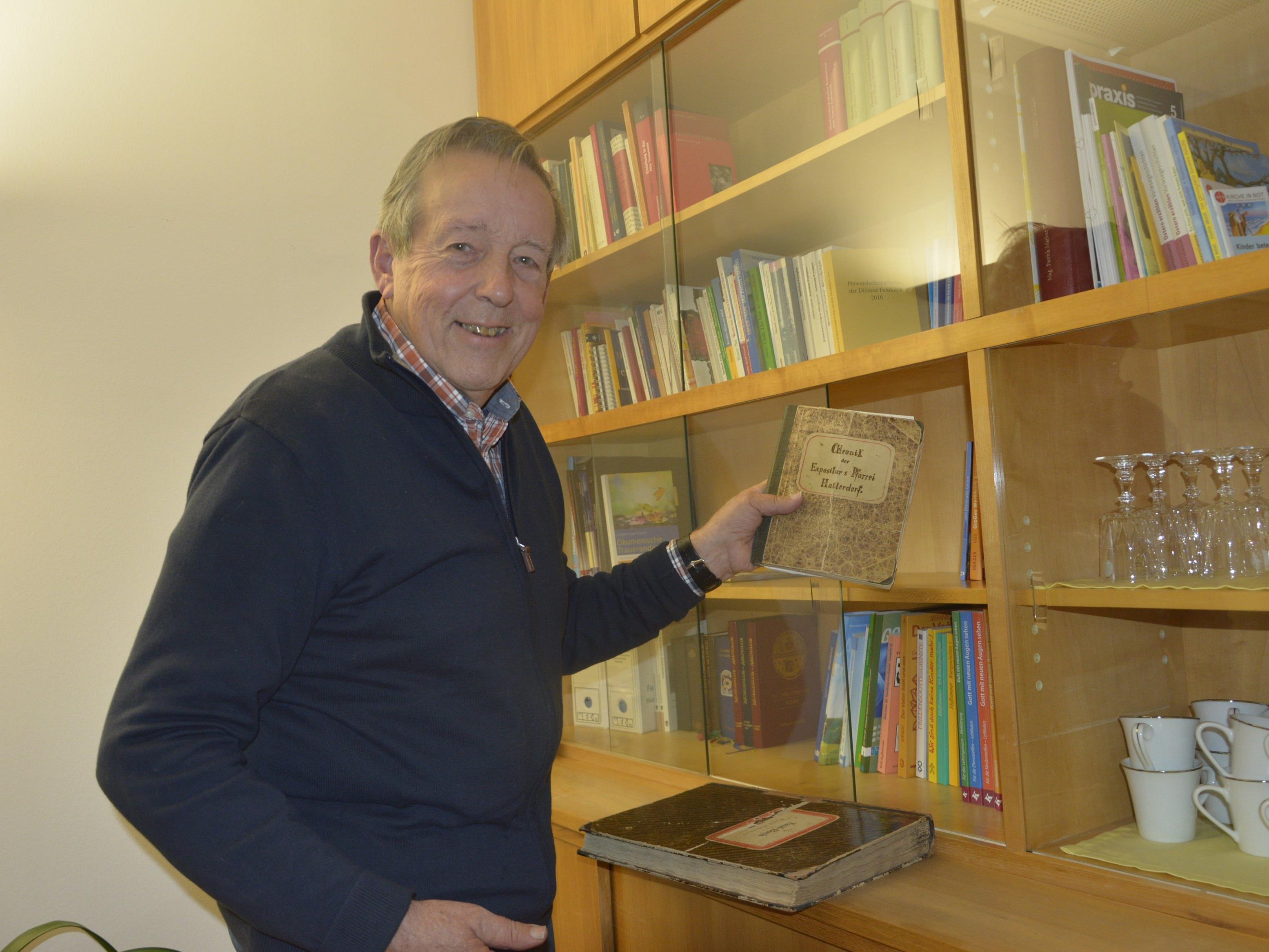 Helmut Fußenegger interessiert sich für das historische Hatlerdorf. Im Besonderen für die Kirchengeschichte.