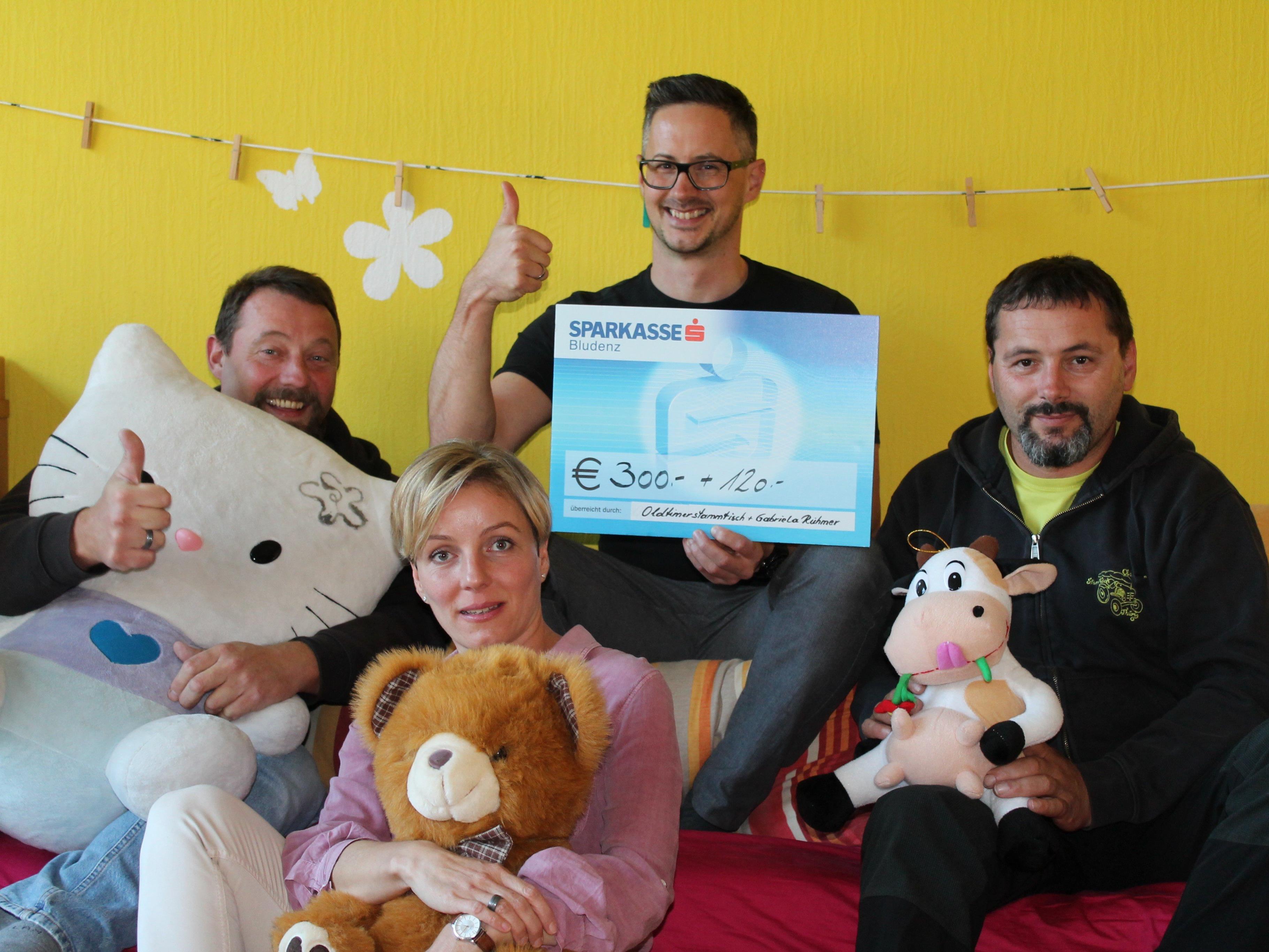 Simone, Peter & Manfred machten Schnägghüsle Obmann Hannes eine große Freude!