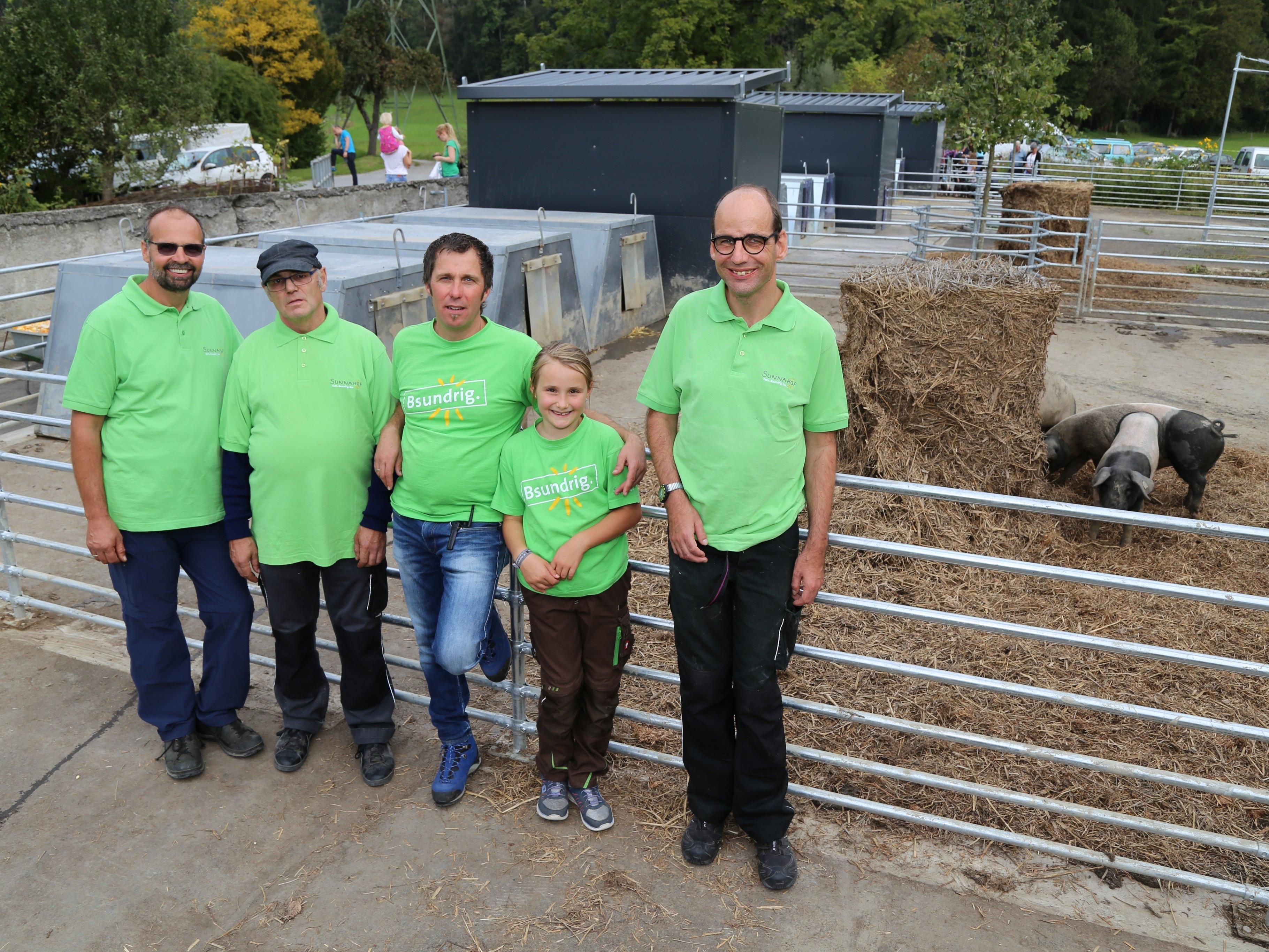 Viel Platz, um sich im Dreck zu wälzen: 600 Quadratmeter für die 40 Schweine am Biobauernhof in Tufers.