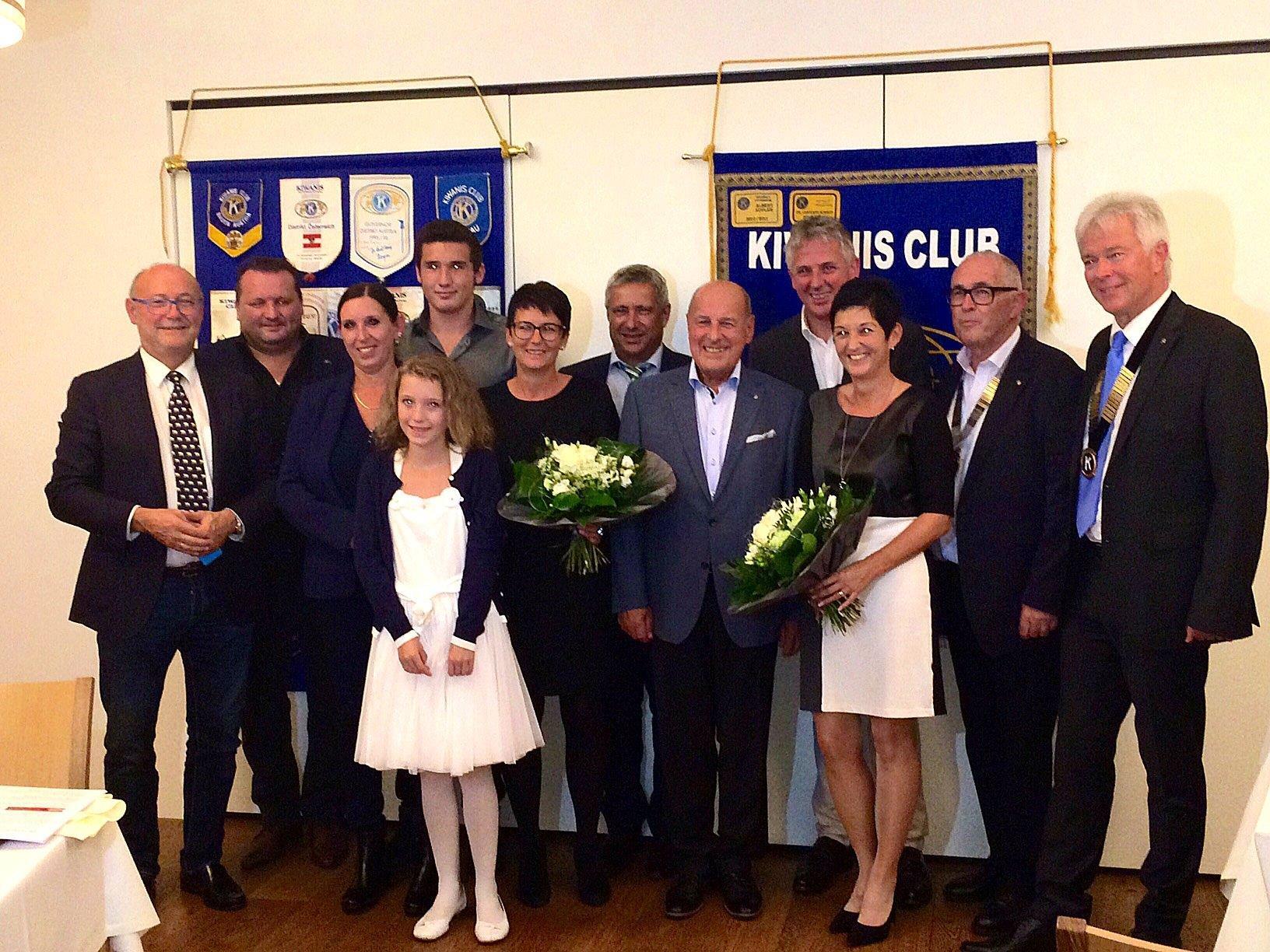 """Die tapfere Letizia Gmeiner und ihre Familie bedankten sich für den """"Kiwanispreis 2016""""."""