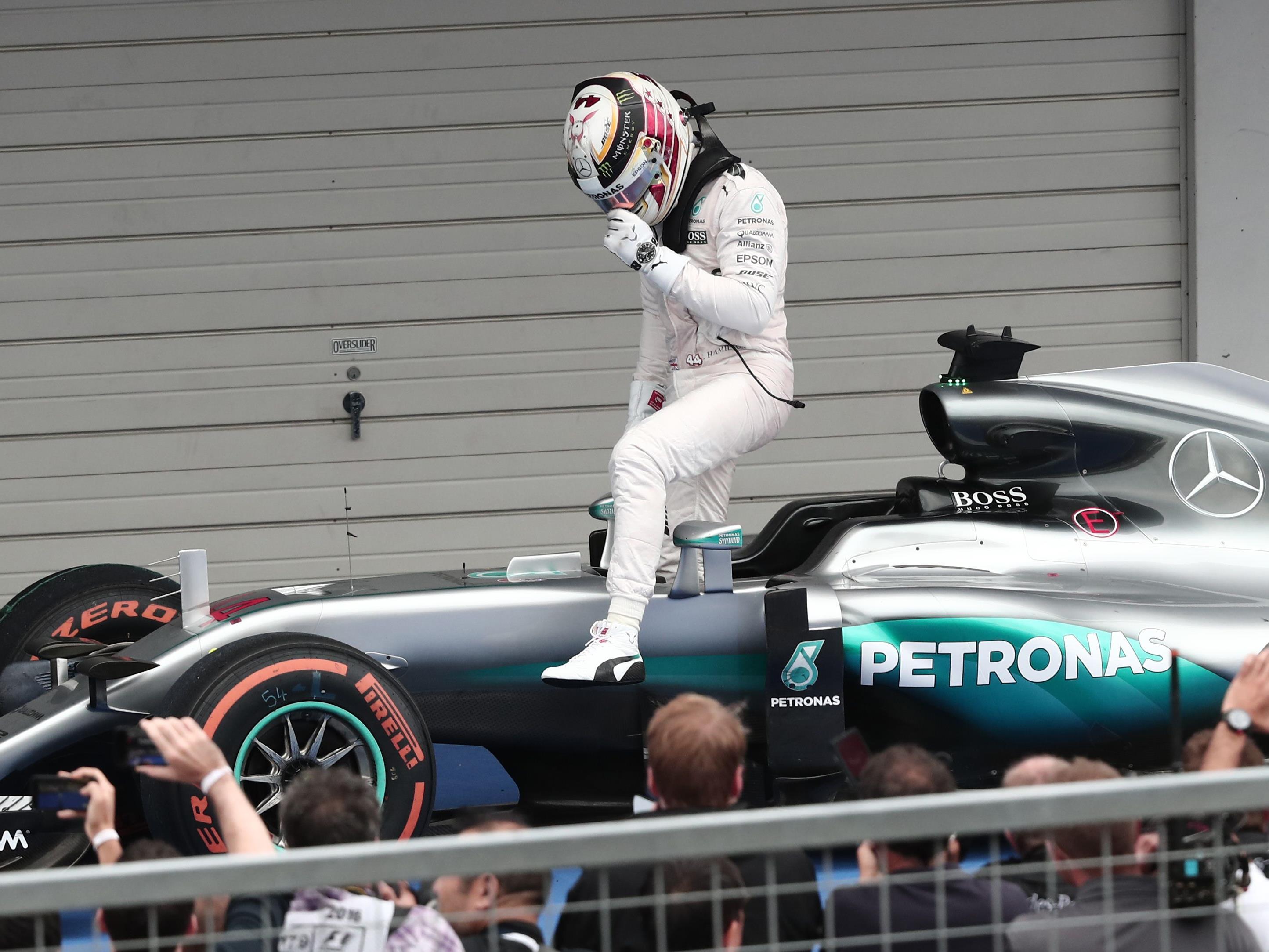 Lewis Hamilton hat einen Reifentest wegen Fußproblemen abgesagt.