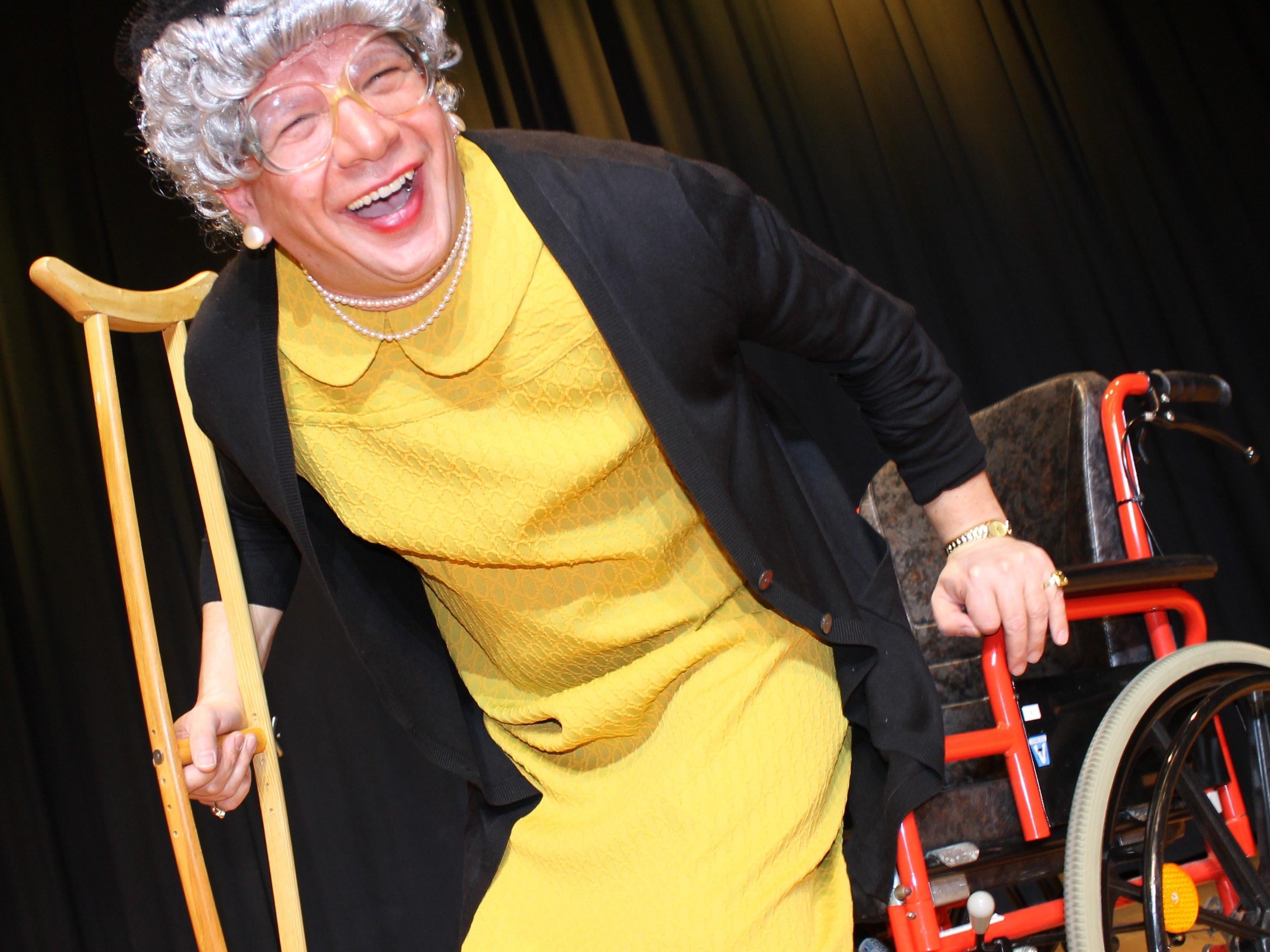 Oma Lilli, alias Comedian Christian Mair, besucht am 13. Oktober den Gemeindesaal Damüls