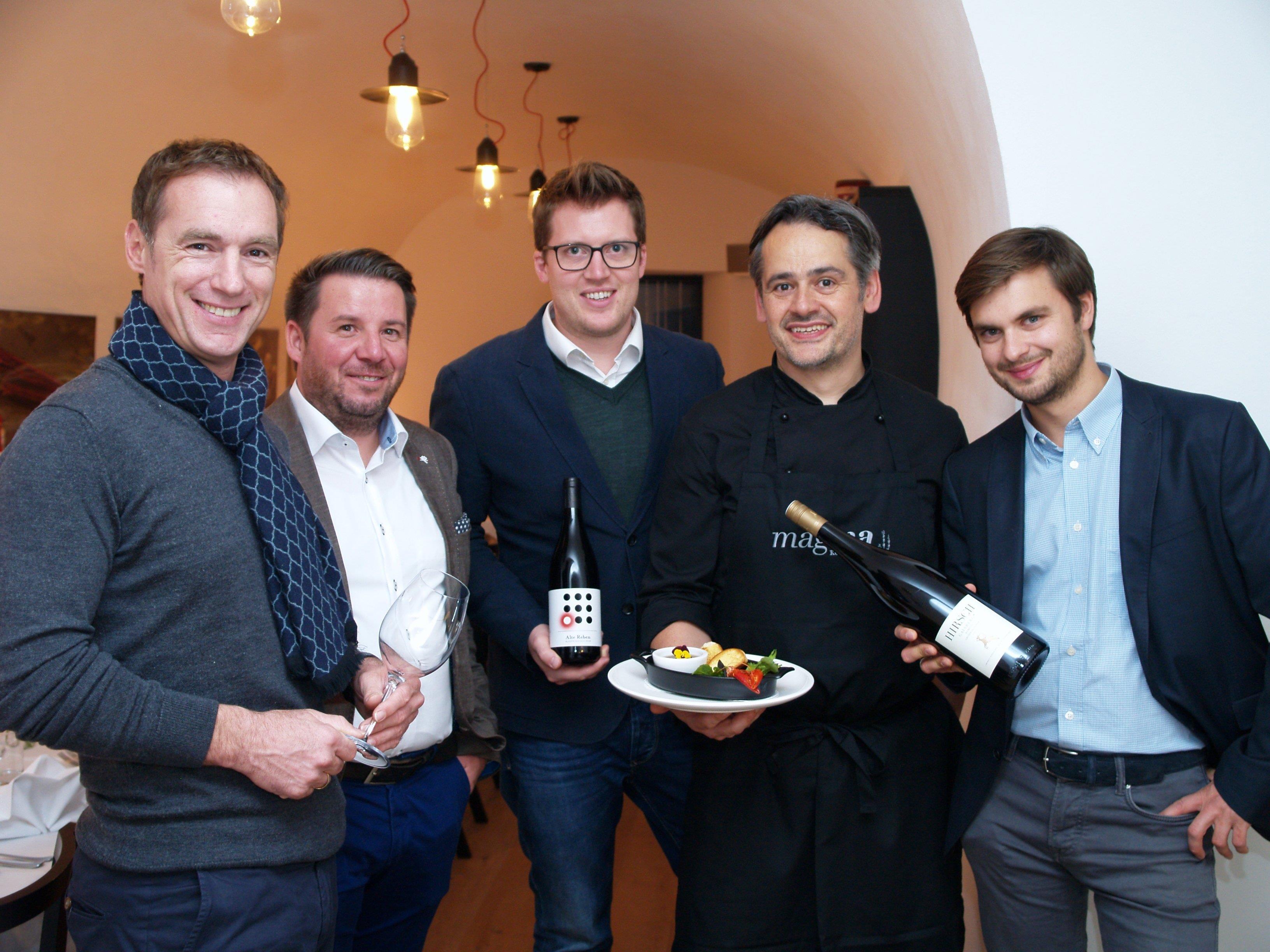 Dieter Wohgenannt, Andre Henkel, Gerald Freinbichler, Erwin Kasper und Daniel Hluchy bei der Weinverkostung.