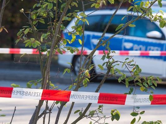"""Ein """"Reichsbürger"""" hat in Bayern mehrere Polizisten mit Schüssen verletzt."""