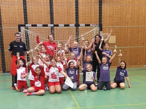Die SSV-Trainerinnen waren mehr als zufrieden mit der tollen Leistung ihrer Handball-Mädels.