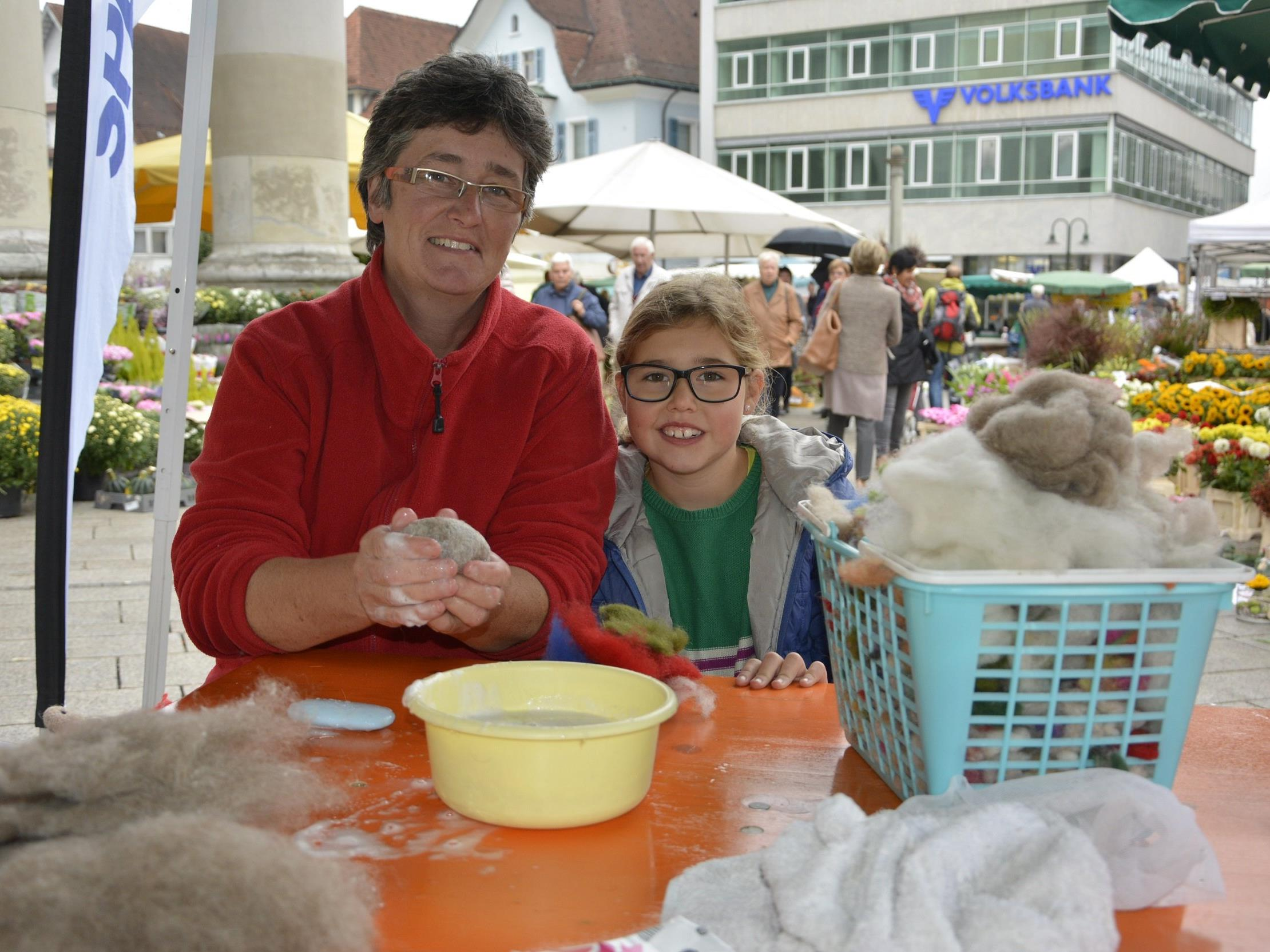 Schaf- und Wollexpertin Carmen Nußbaumer gab Anleitungen zum Filzen und Basteln.