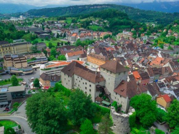 Nach den Erkenntnissen des LKA Vorarlberg stammten die Schüsse auf einen 40-Jäjrigen in Feldkirch aus einer 9-mm-Pistole.