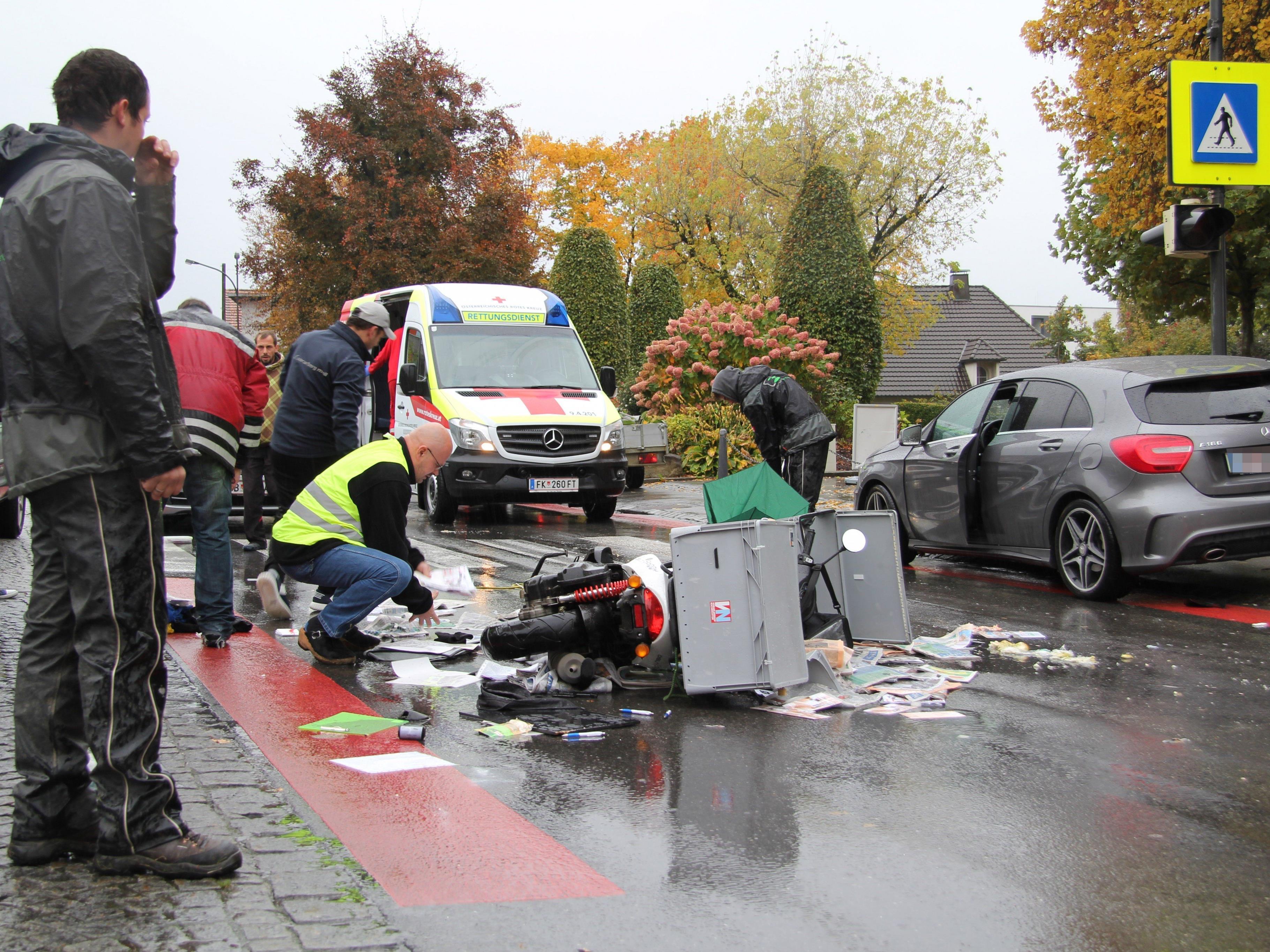 Verkehrsteilnehmer halfen bei der Räumung der Unfallstelle aktiv mit.