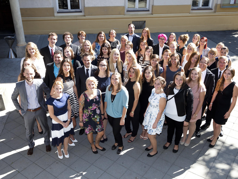 Die frisch diplomierten Absolventen der Gesundheits- und Pflegeschule Feldkirch.