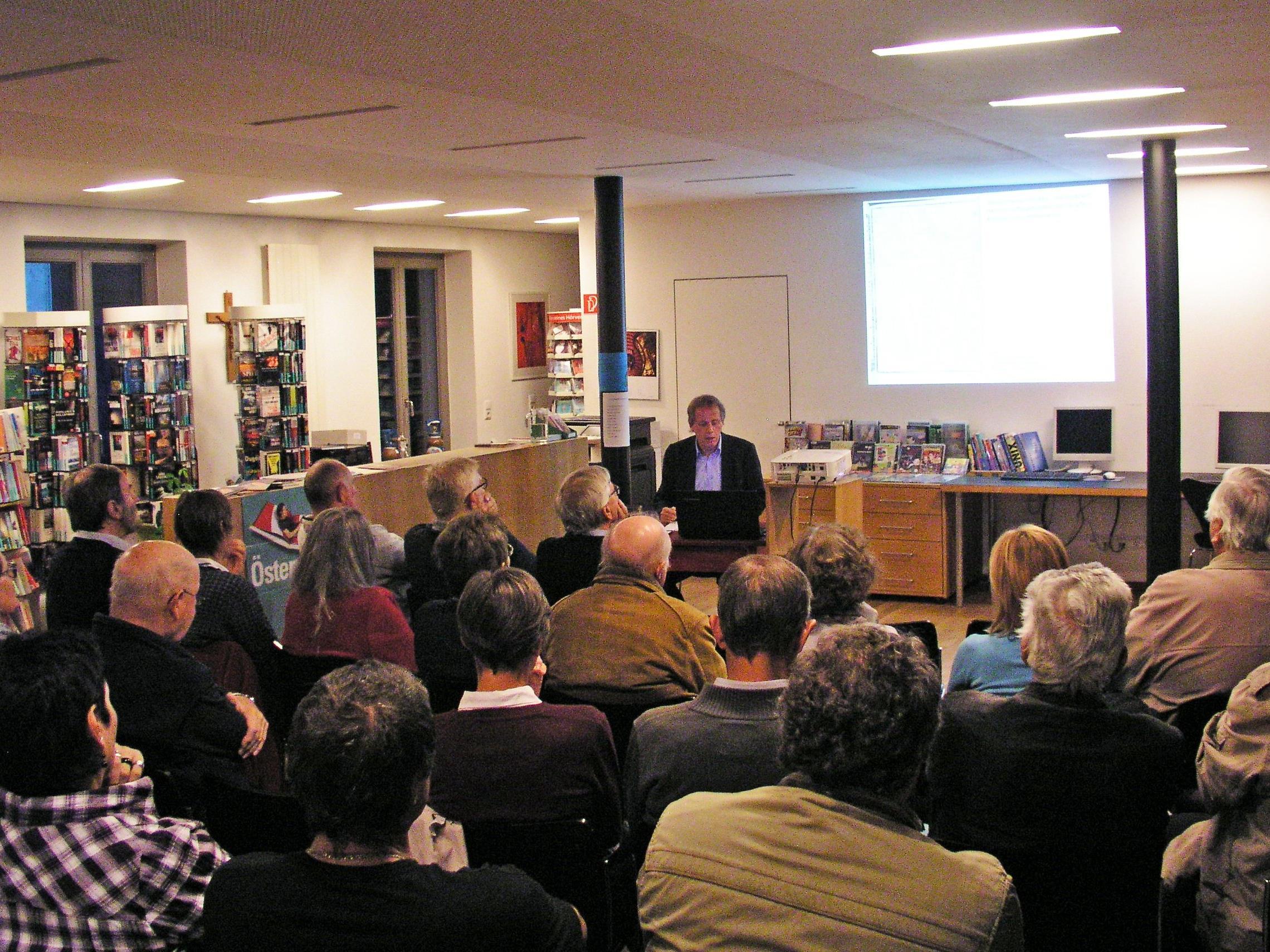 Kurator Mag. Norbert Schnetzer hatte vergangene Woche den Auftakt der Vortragsreihe gestaltet: Drei weitere Abende werden folgen und die Ausstellung begleiten.