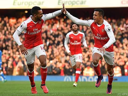 Arsenal bleibt den Spitzenteams auf den Fersen