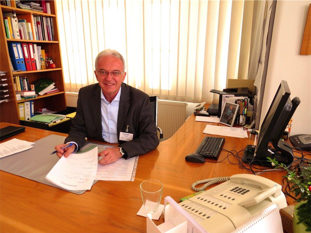 Dir. Gerhard Frontull in seinem Büro im BAfEP am Ardetzenberg