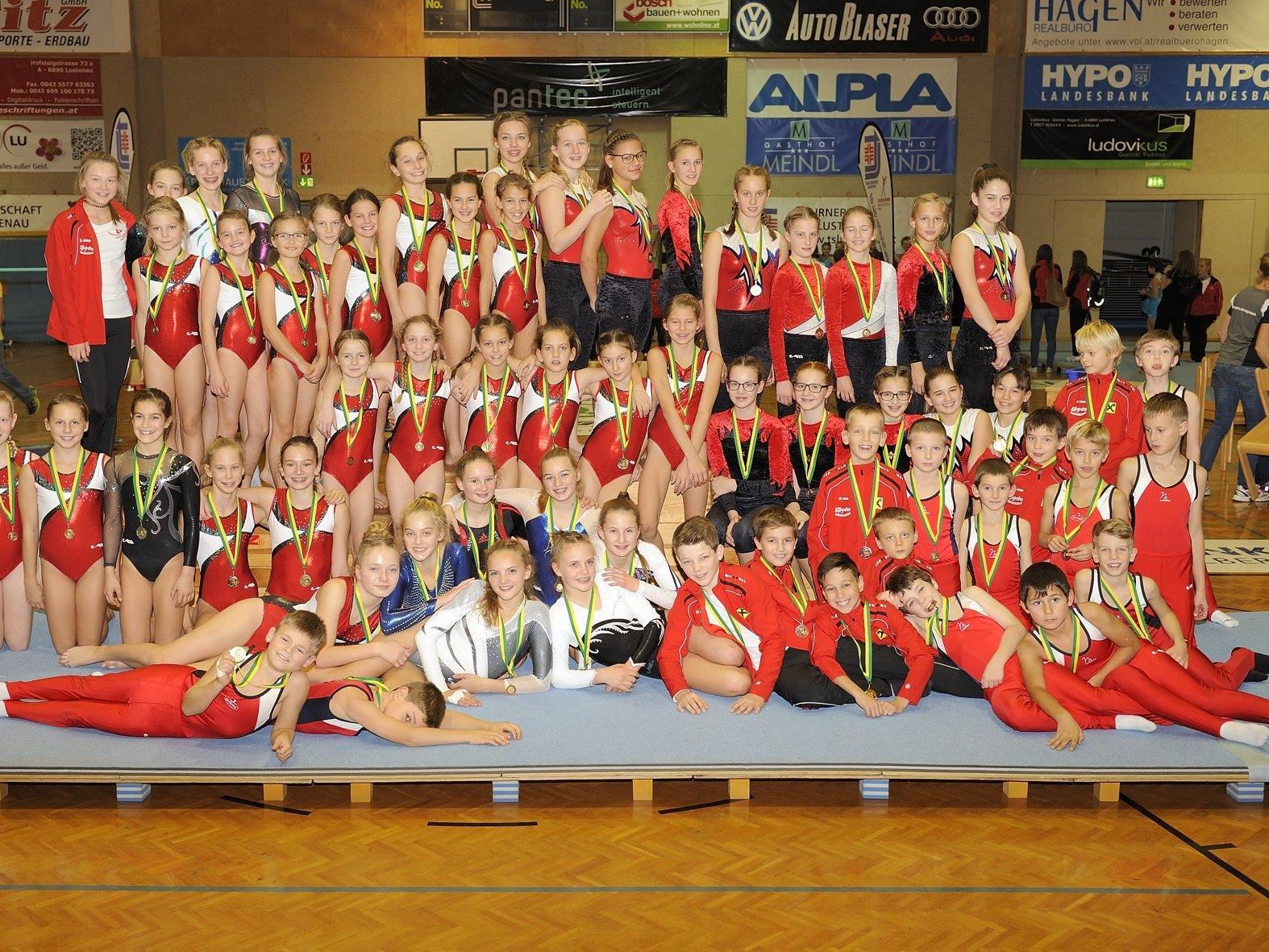 Etwa die Hälfte der Teilnehmer des Turnsportzentrums Dornbirn - die zweite Wettkampfrunde