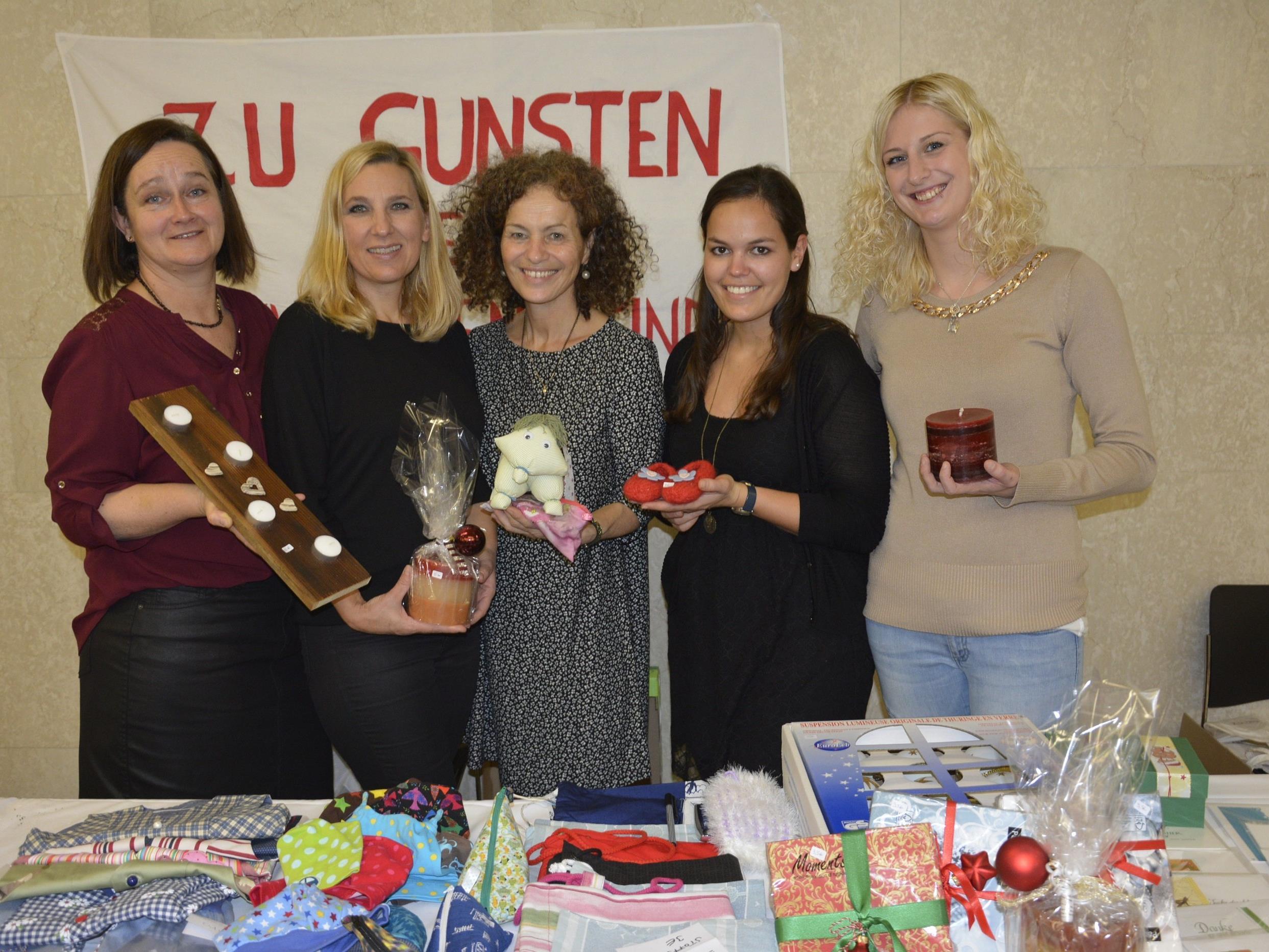 Das Team der Kinderstation am Krankenhaus Dornbirn im Einsatz zugunsten krebskranker Kinder.