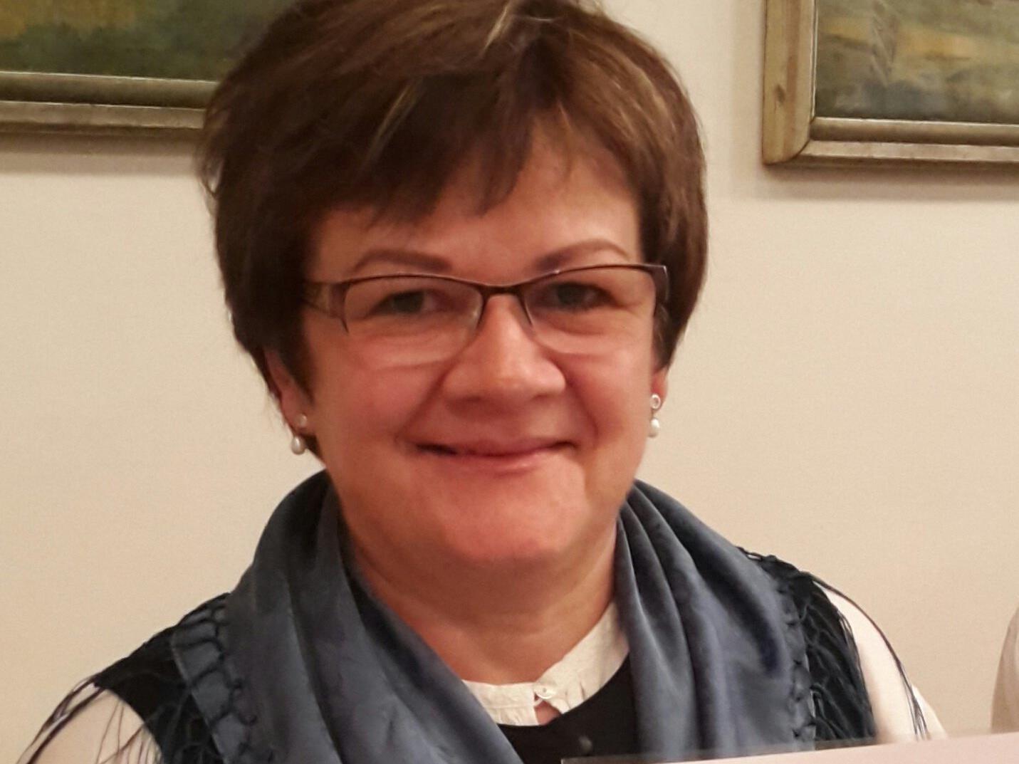 Trachtenobfrau Ulrike Bitschnau erhielt kürzlich das silberne Verdienstzeichen des Bundes österreichischer Trachten- und Heimatverbände