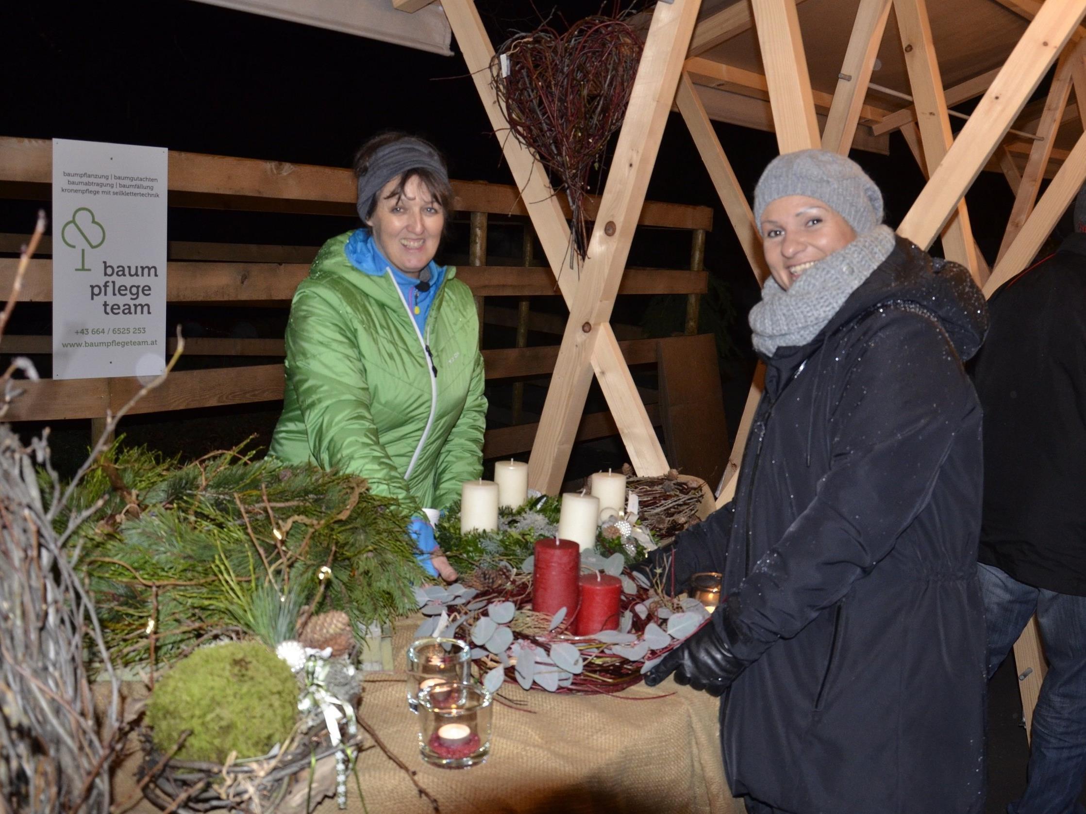Markttreiben bei der Schnepfauer Christbaumfeier
