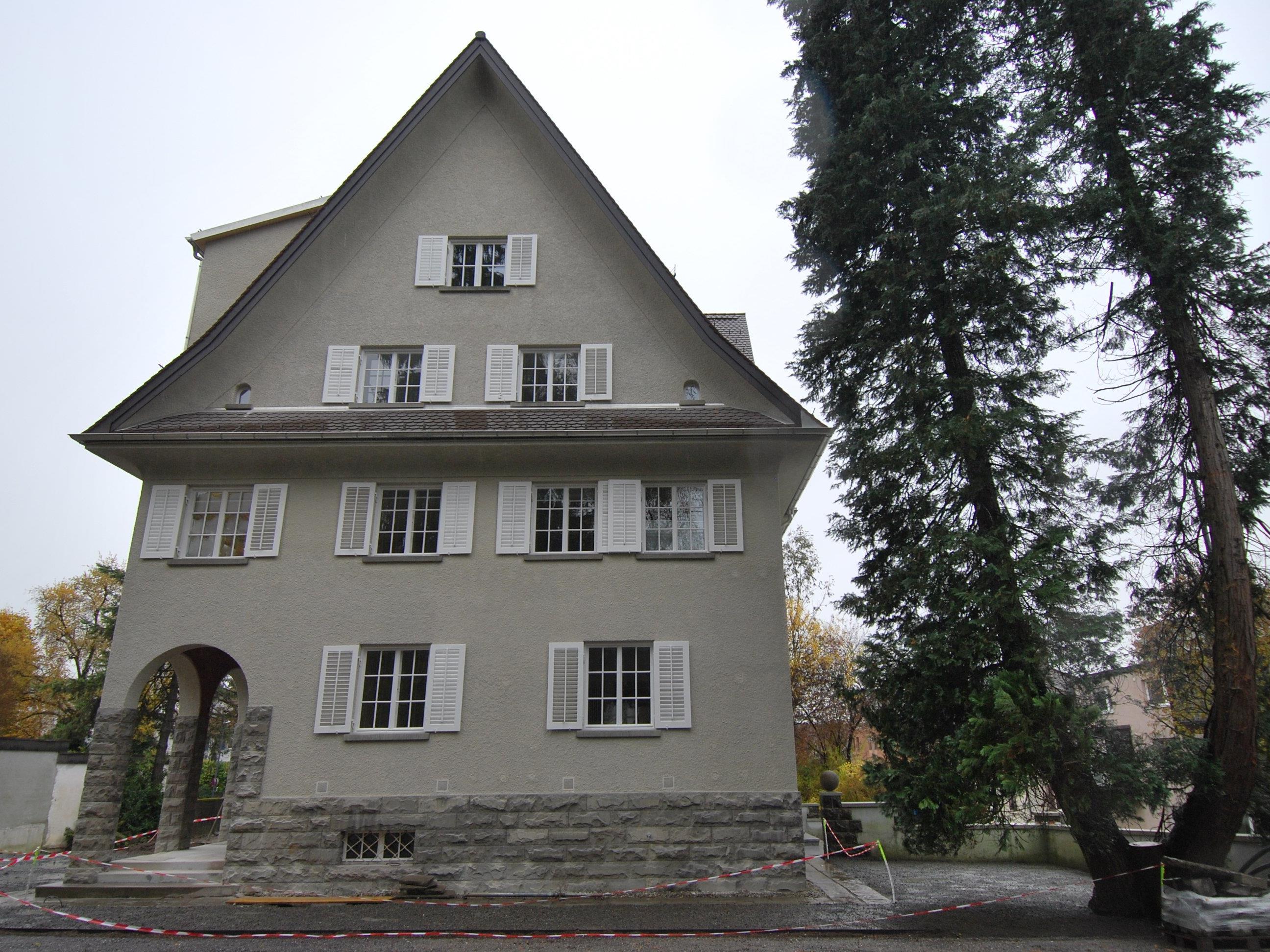 Neue Stadtwohnungen und Büros in repräsentativer Villa.