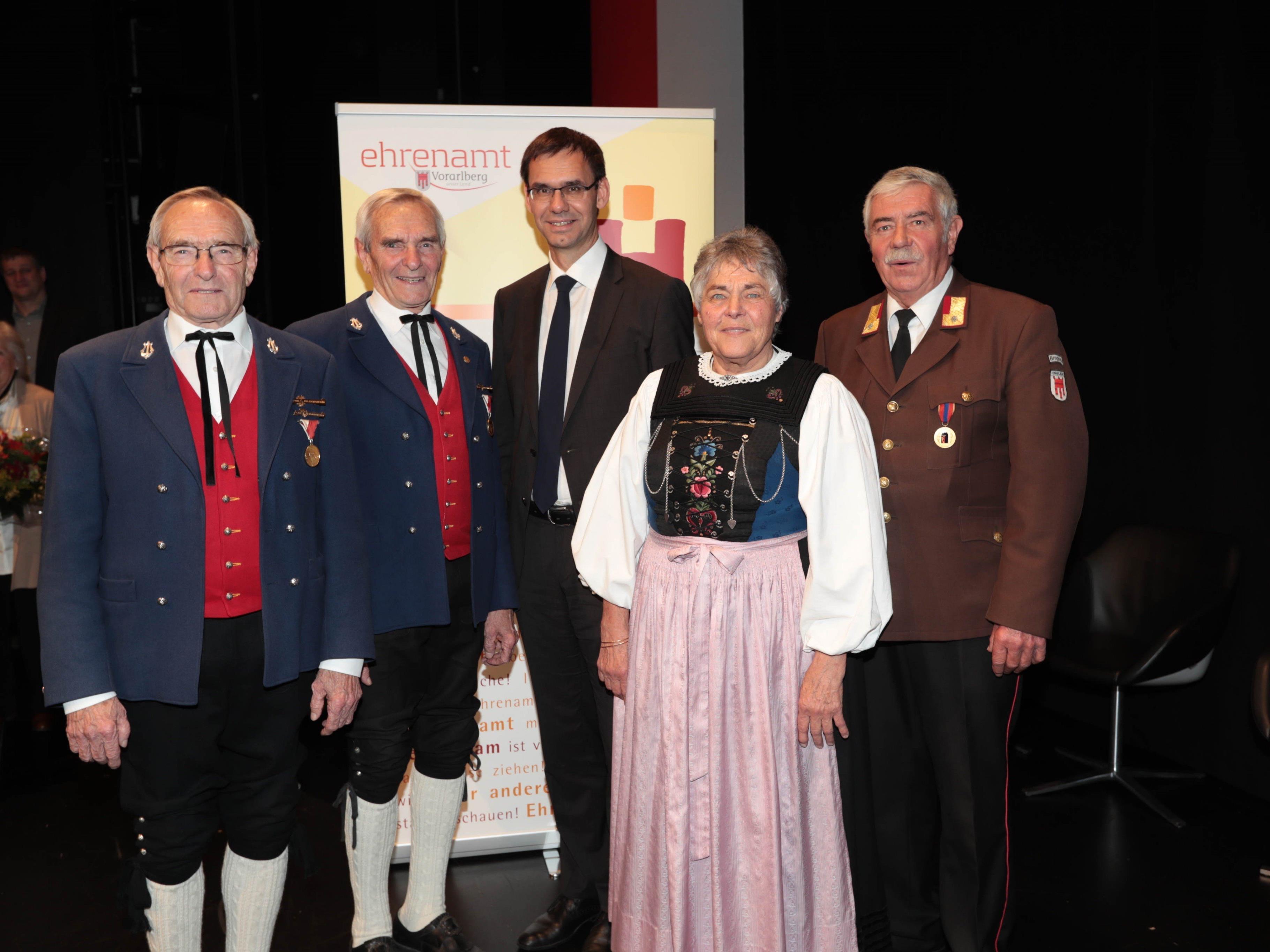 Musikanten-Brüder Alois und Anton Wachter, LH Markus Wallner, Chorsängerin Elisabeth Huemer und Floriani-Jünger Paul Lau.