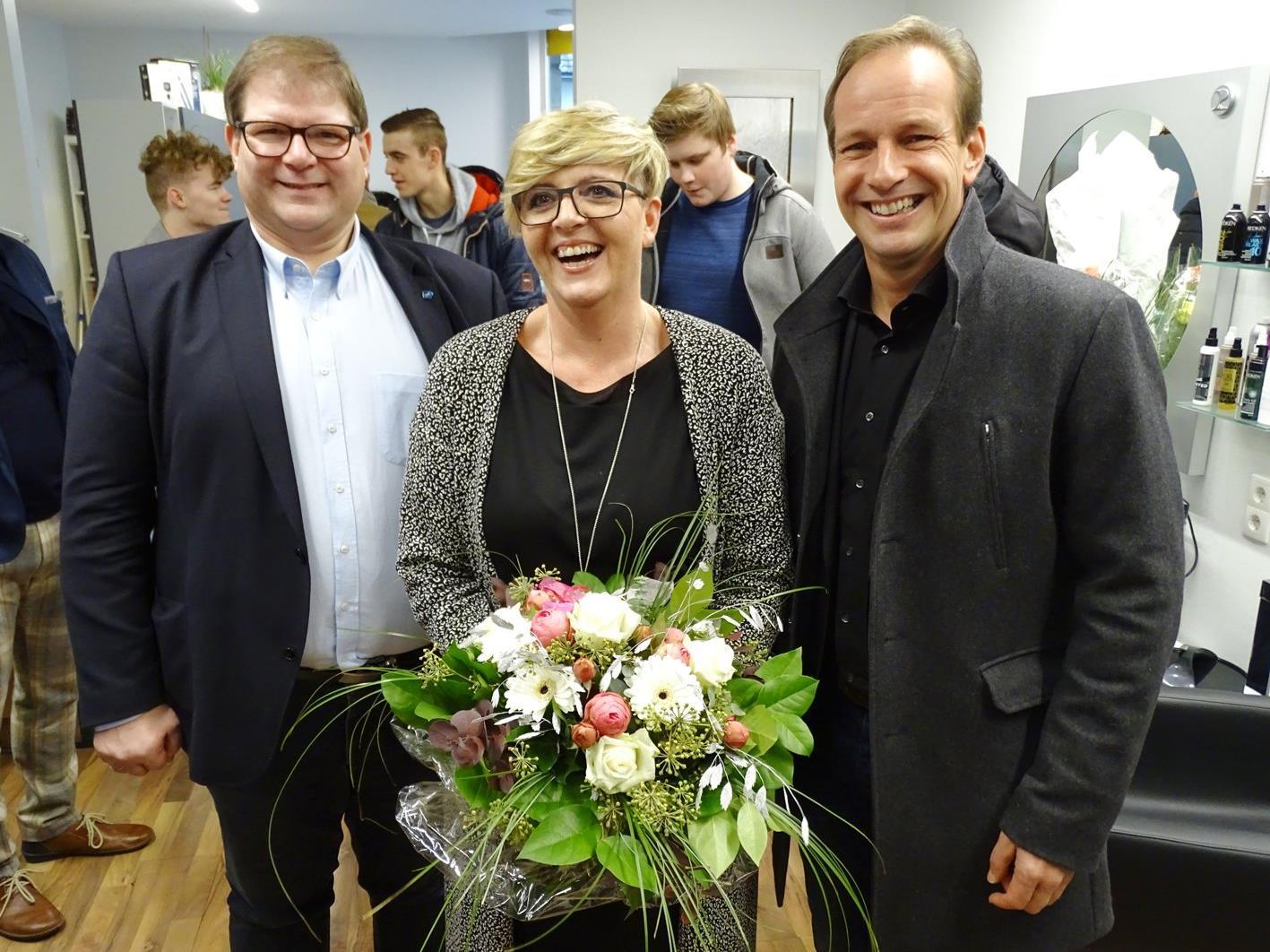 Auch Bürgermeister Dieter Egger und Stadtrat Arno Gächter (l.) gratulierten Andrea Amann.
