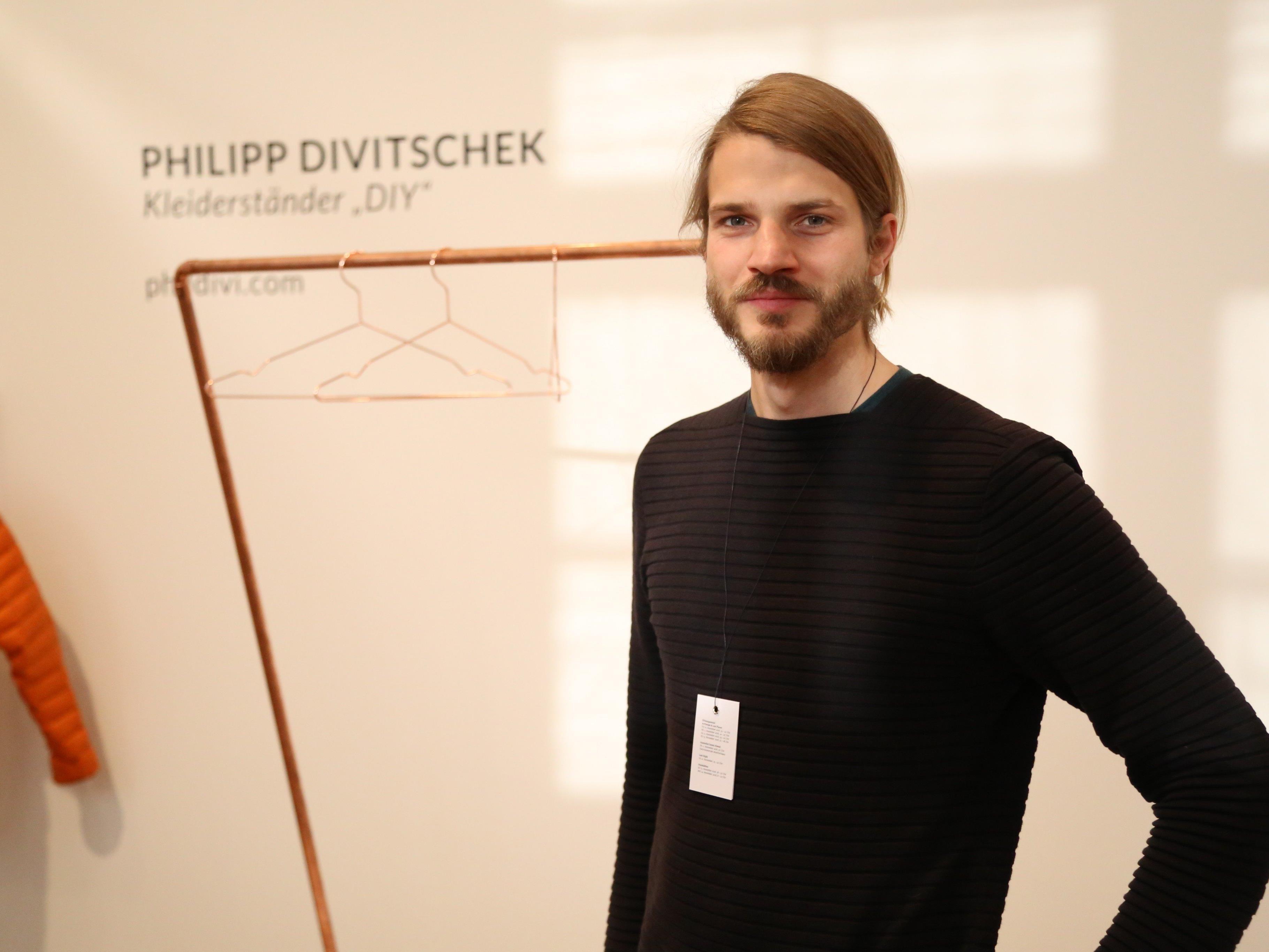 """Philipp Divitschek überzeugte die Preisrichter mit seiner """"Do-It-Yourself""""-Idee eines Kleiderständers."""