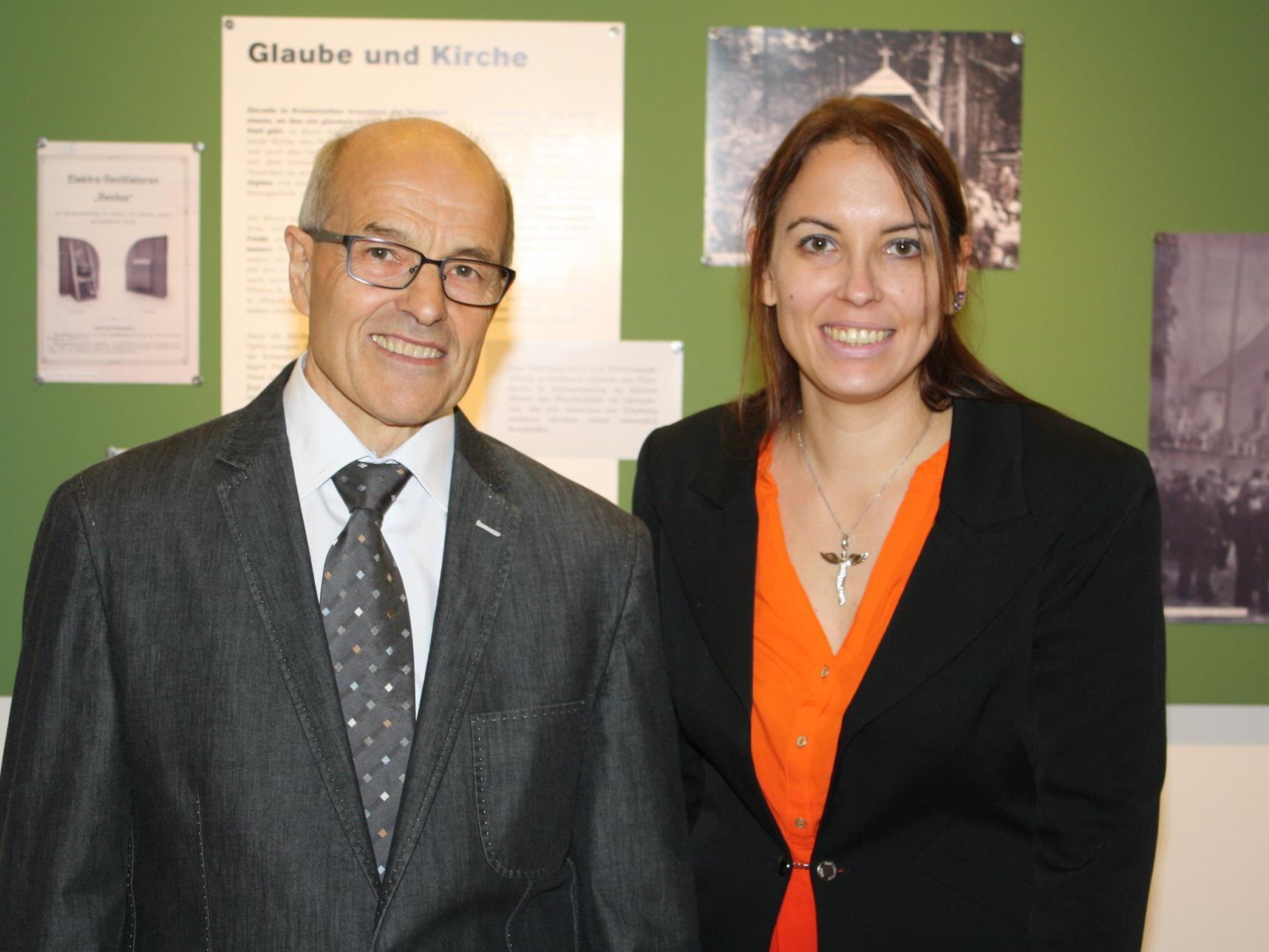 Historikerin Simone Drechsel und Ortschronist Johann Aberer haben die Ausstellung entwickelt.