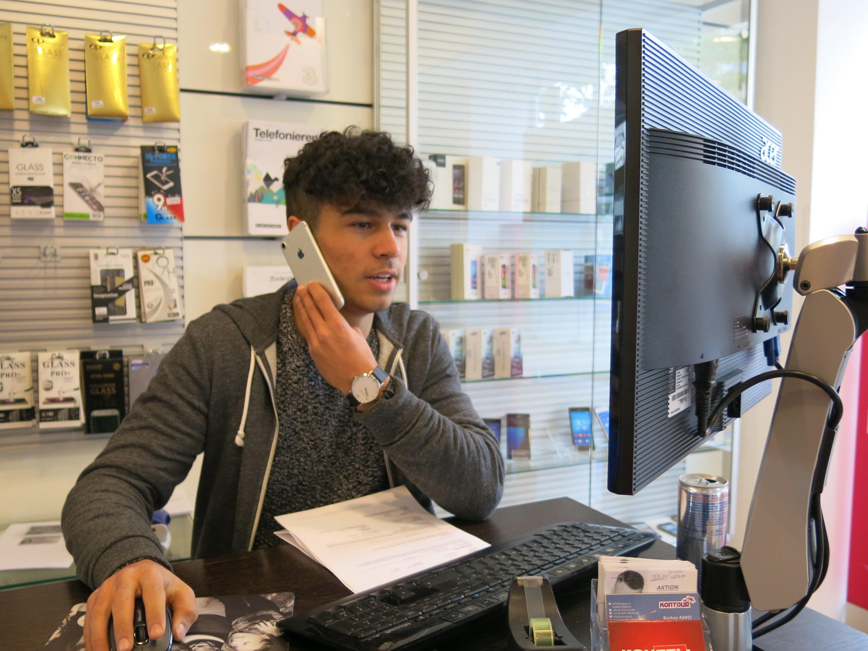 Mehmet Islek wird zum Profi in der Beratung Telekommunkation ausgebildet