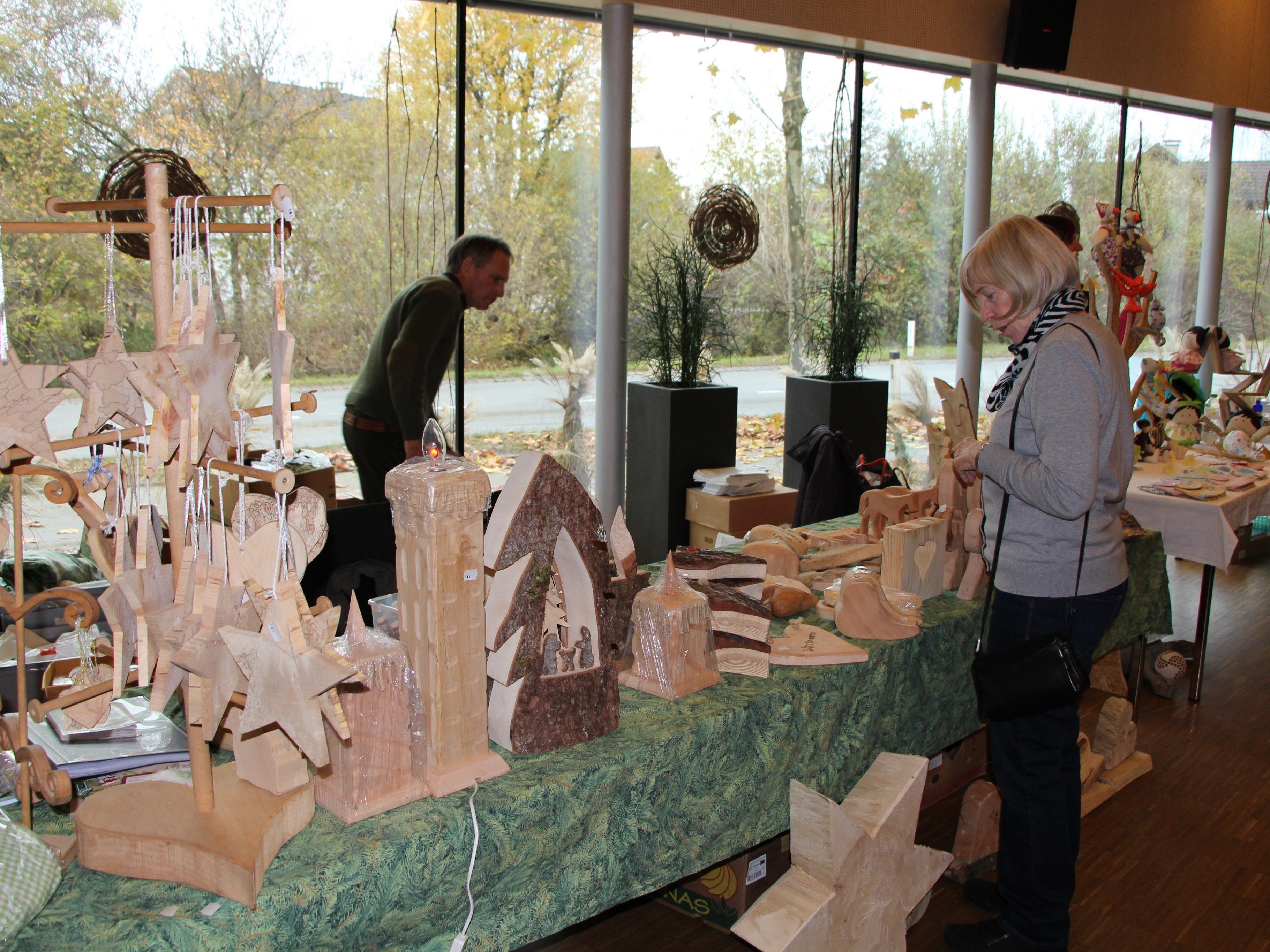 Kunstvolle Weihnachtsdekoration aus dem Montafon
