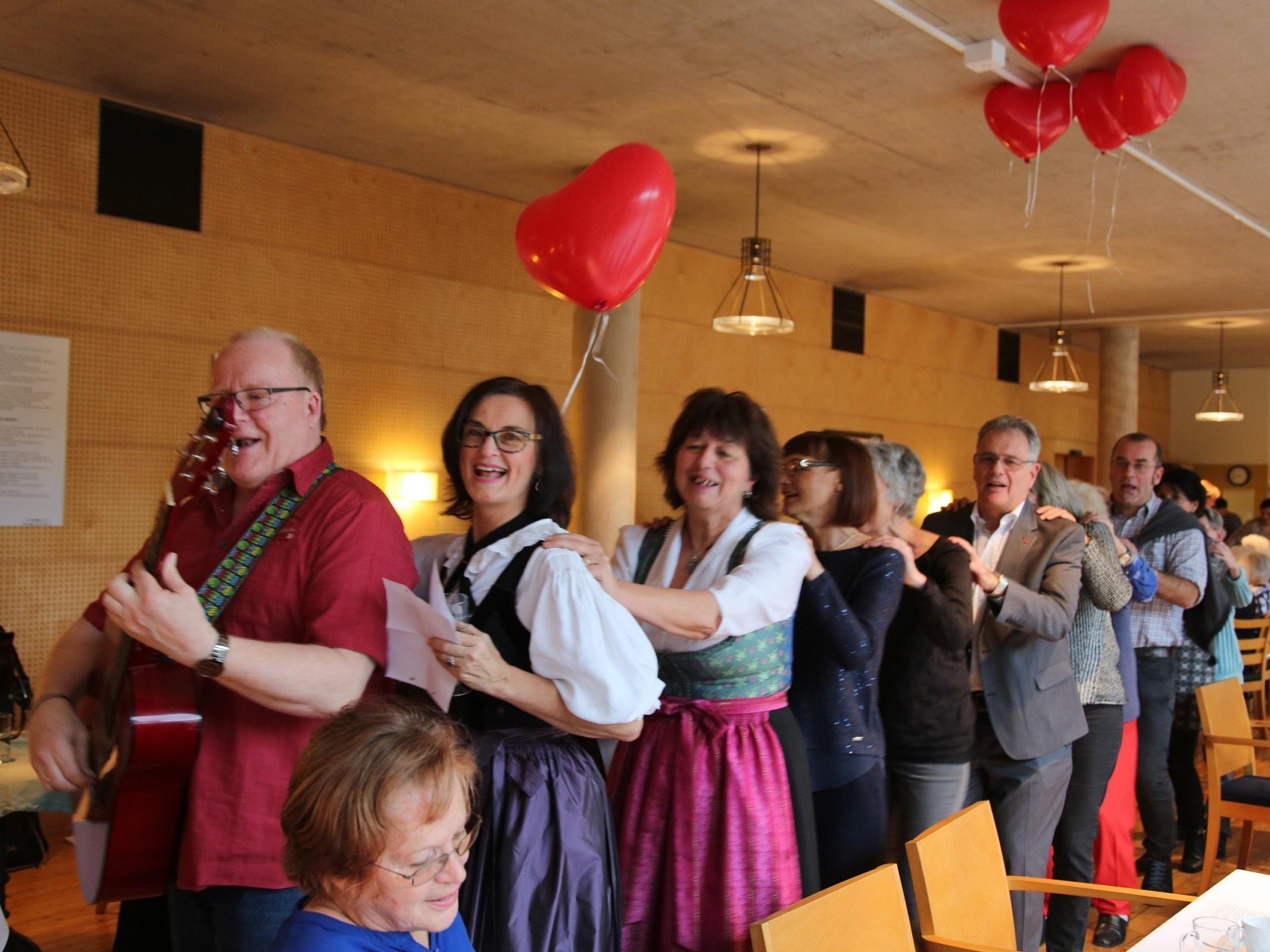 """Das Angebot """"Zemmasi in Feldkirch"""" hat seit der Gründung im Jahre 2014 weit über 2000 SeniorInnen beim gemeinsamen Singen unbeschwerte Stunden beschert."""