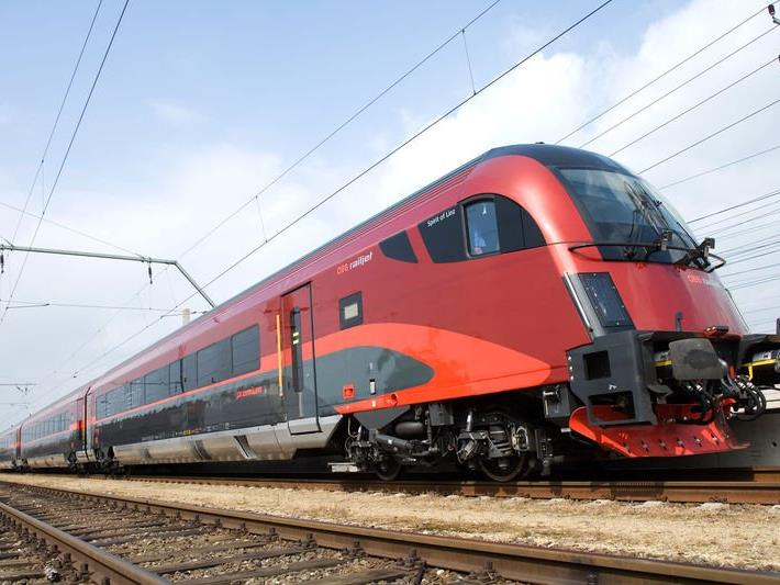 Heranfahrende Züge können nicht rechtzeitig bremsen, wenn jemand die Gleise unerlaubt überquert (Symbolbild).