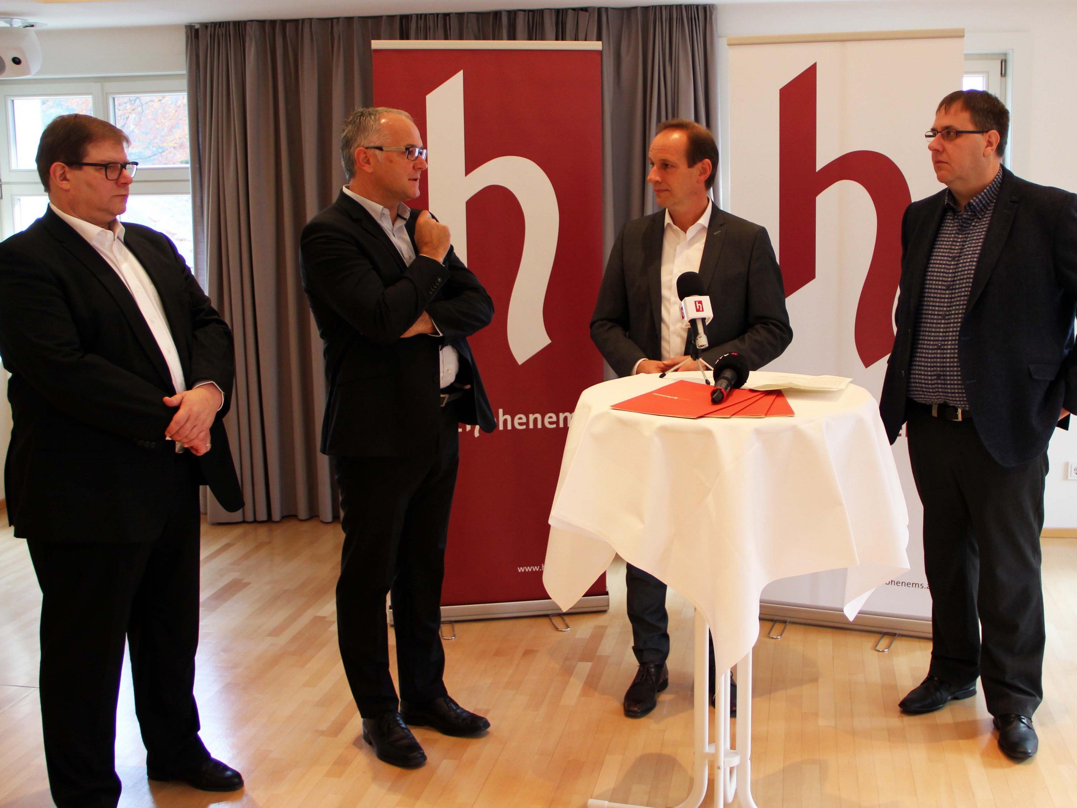 v. l. Wirtschaftsstadtrat Arno Gächter, Mag. Elmar Hartmann (Gantner), Bürgermeister Dieter Egger, Günther Reis (Collini)