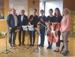 Heimleiter Dorin Limbean, Dr. phil. Hossein Samieian, das Eberle-Ensemble 4, StR. Elisabeth Mathis