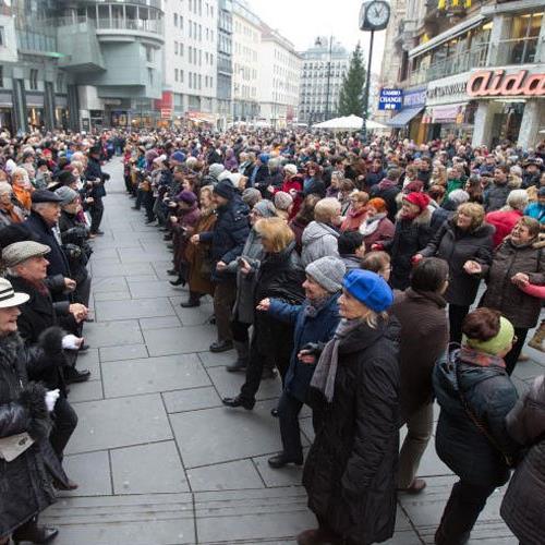 Fröhlich wurde in Wien der Faschingsbeginn gefeiert.