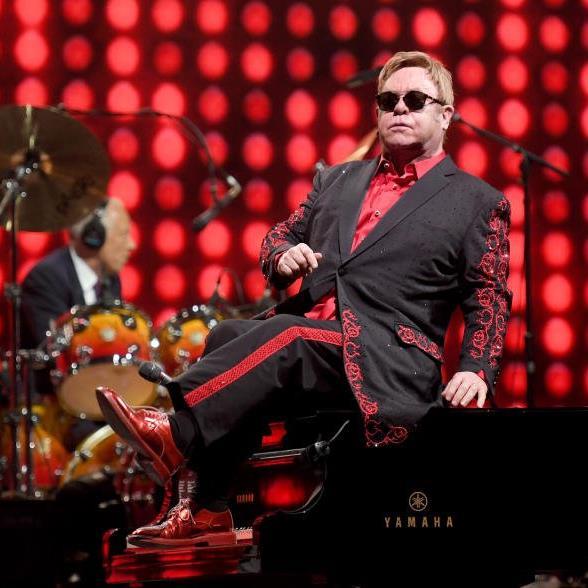 Nur Liberace funkelte mehr: Elton John live in Wien.