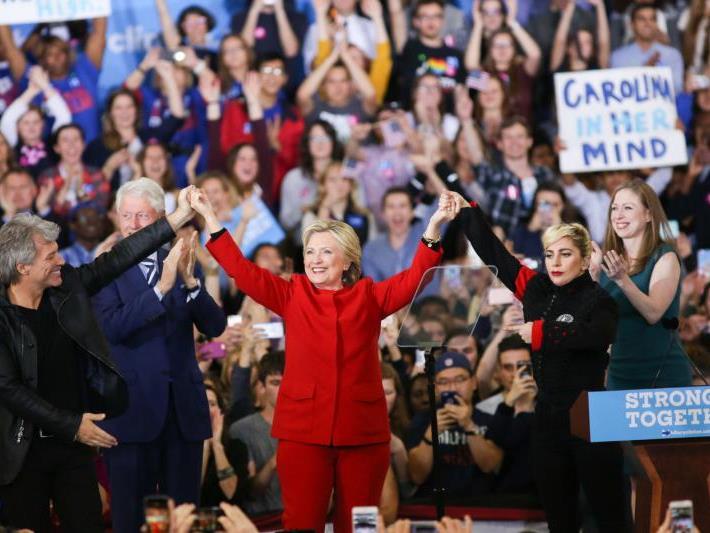 Clinton beendete Wahlkampf mit Star-Unterstützung