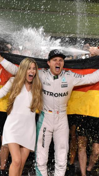 Nico Rosberg und seine Frau freuen sich über den WM-Titel