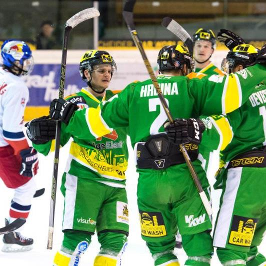 Jubel im Lager von EHC Lustenau nach dem 5:2-Sieg gegen die Jungbullen