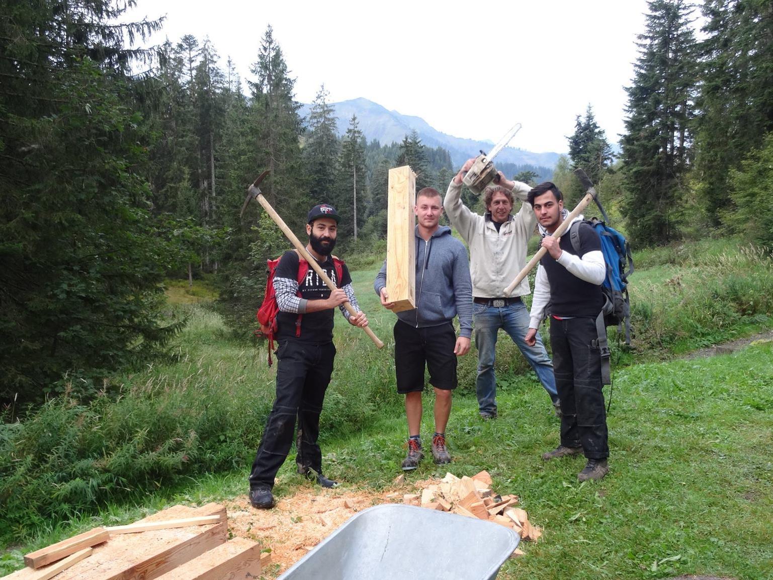 """Naturfreunde Jugend und offene Jugendarbeit Lustenau machen mit ihrem Projekt """"Gute Geister"""" die Sanierung des Wanderweges möglich."""