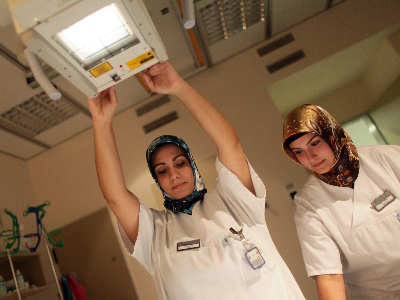 Das Kopftuch sei im Umgang mit Patienten kein akzeptables Glaubenszeichen, ist der Doktor überzeugt.