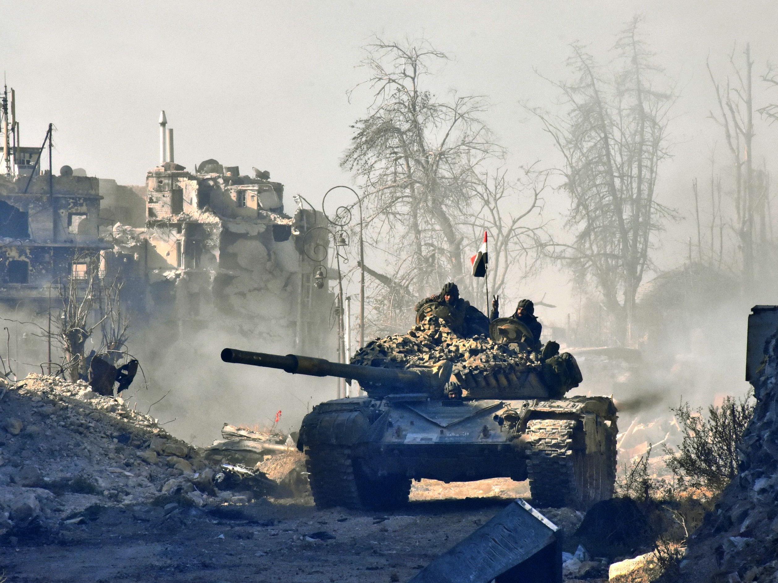 Busse verlassen Aleppo ohne Kämpfer und Zivilisten.