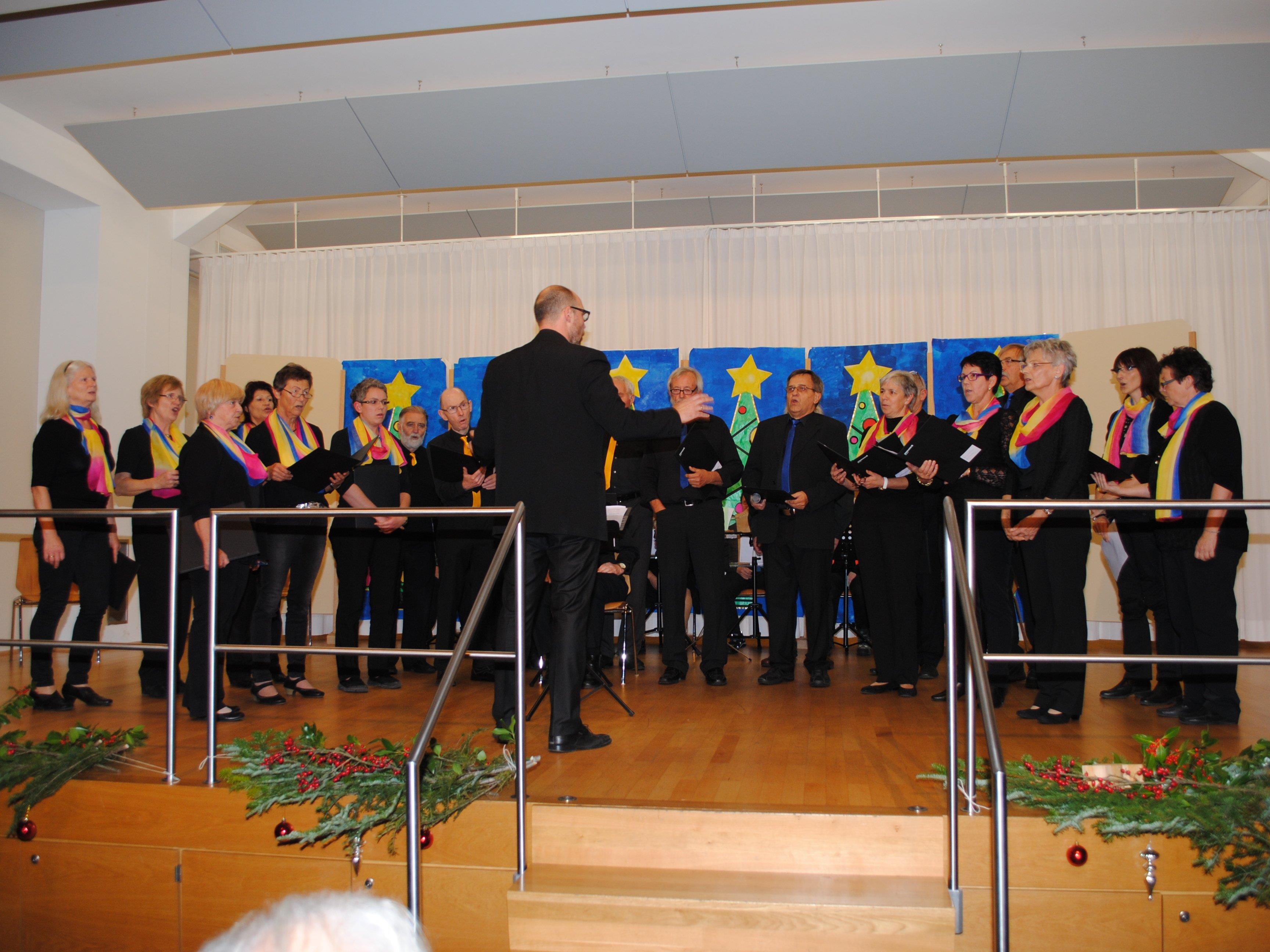 Sing-in`-Bings eröffneten gekonnt den Adventnachmittag