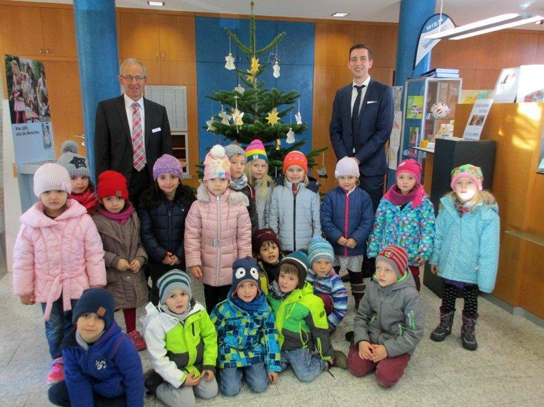 Die Kinder aus Altenstadt waren sichtlich stolz auf das, was sie geleistet hatten und das nun alle sehen können.