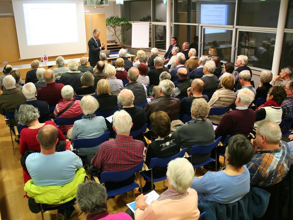 Dr. Ernst Dejaco informierte alle Anwesenden über das 2017 in Kraft tretende neue Erbrecht.