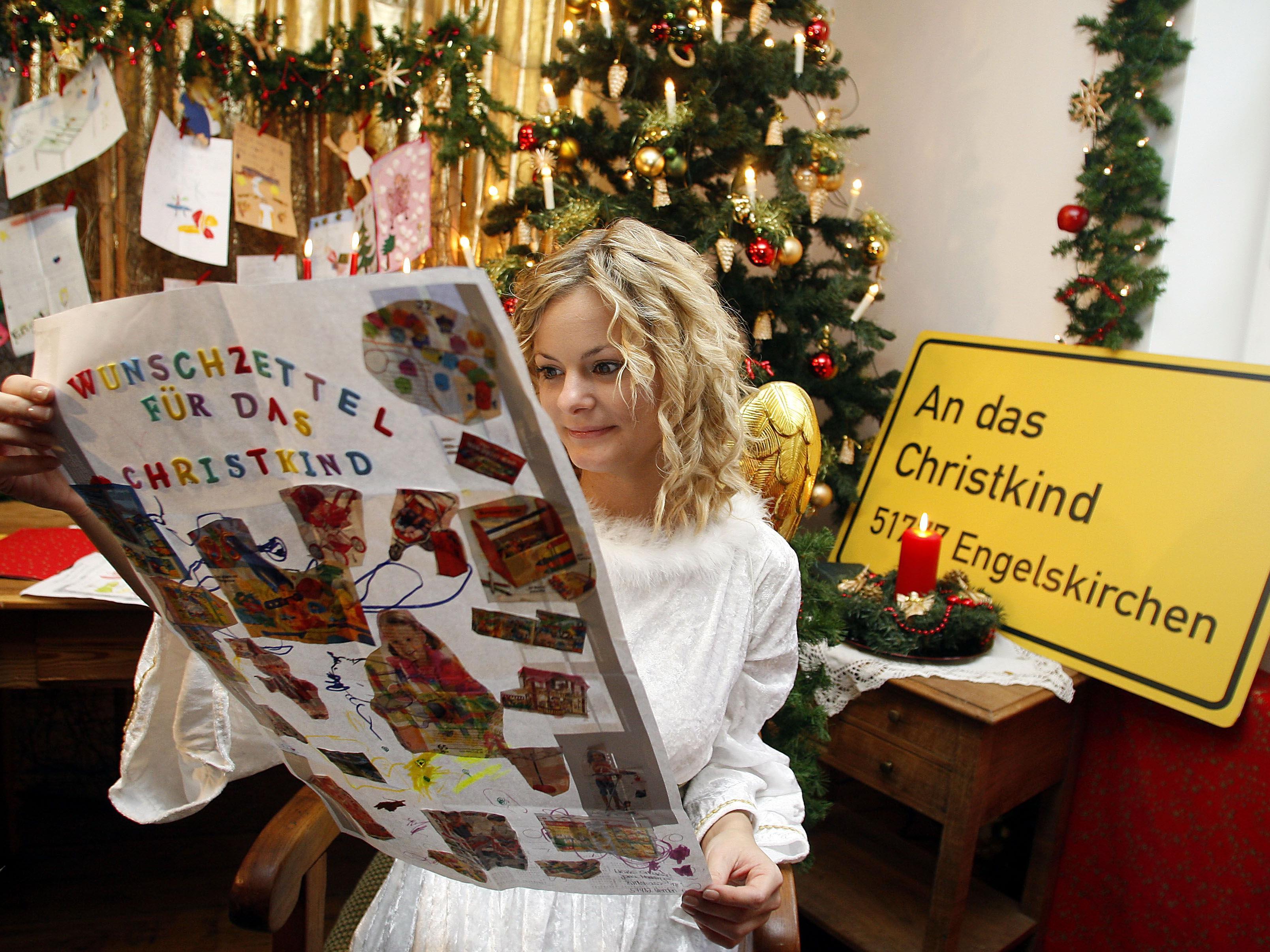Das Christkind bekommt Weihnachtswünsche immer öfter online.