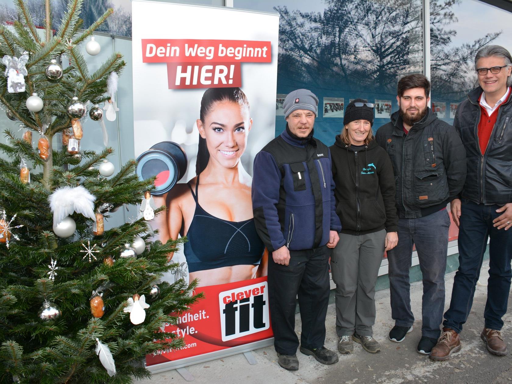 Karli Innerhofer (Lebenshilfe), Fahrerin Gabi Burgstaller, Zivildiener Enes Altindal und Amir Omerovic.